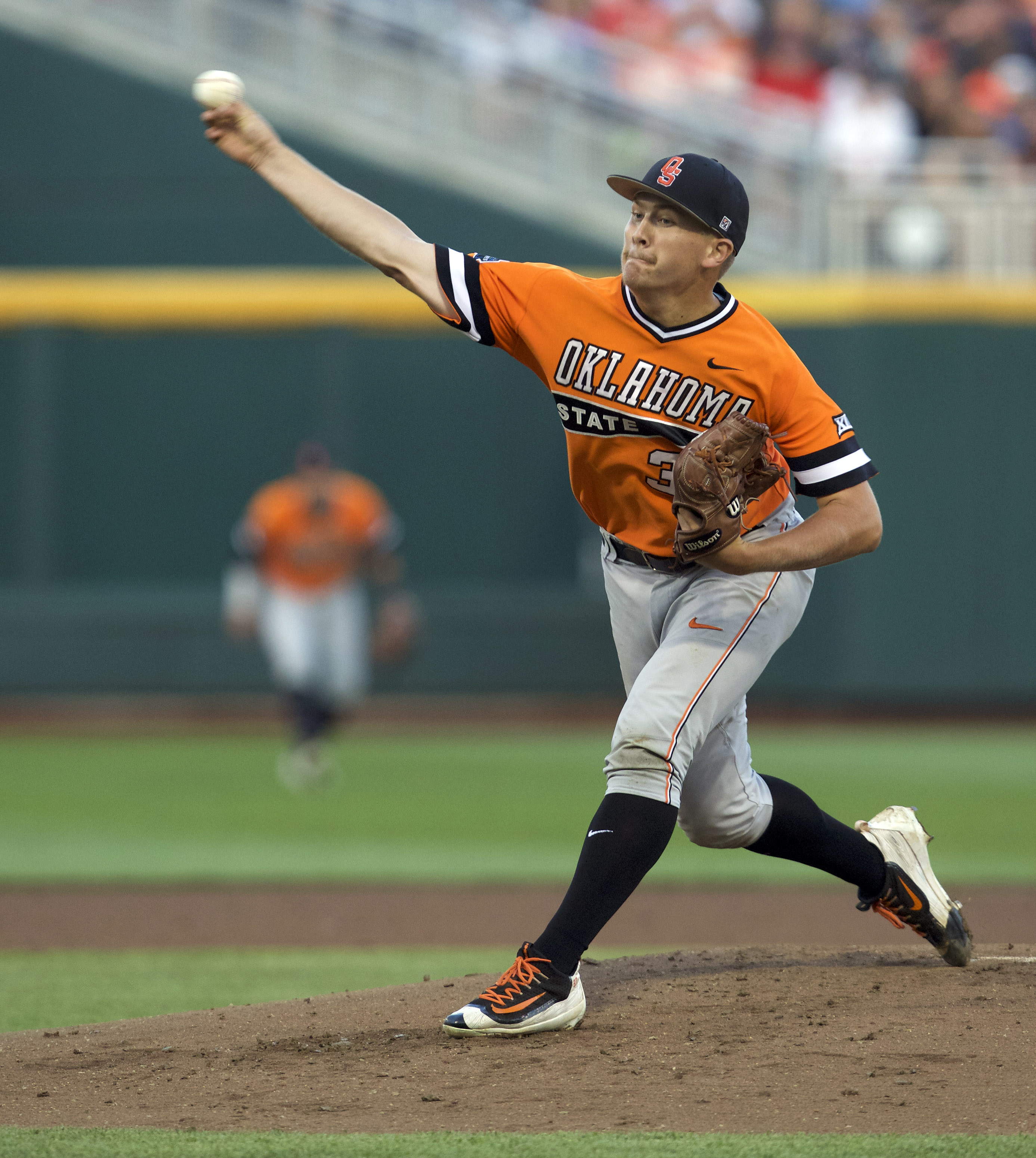 9350260-ncaa-baseball-college-world-series-arizona-vs-oklahoma-state
