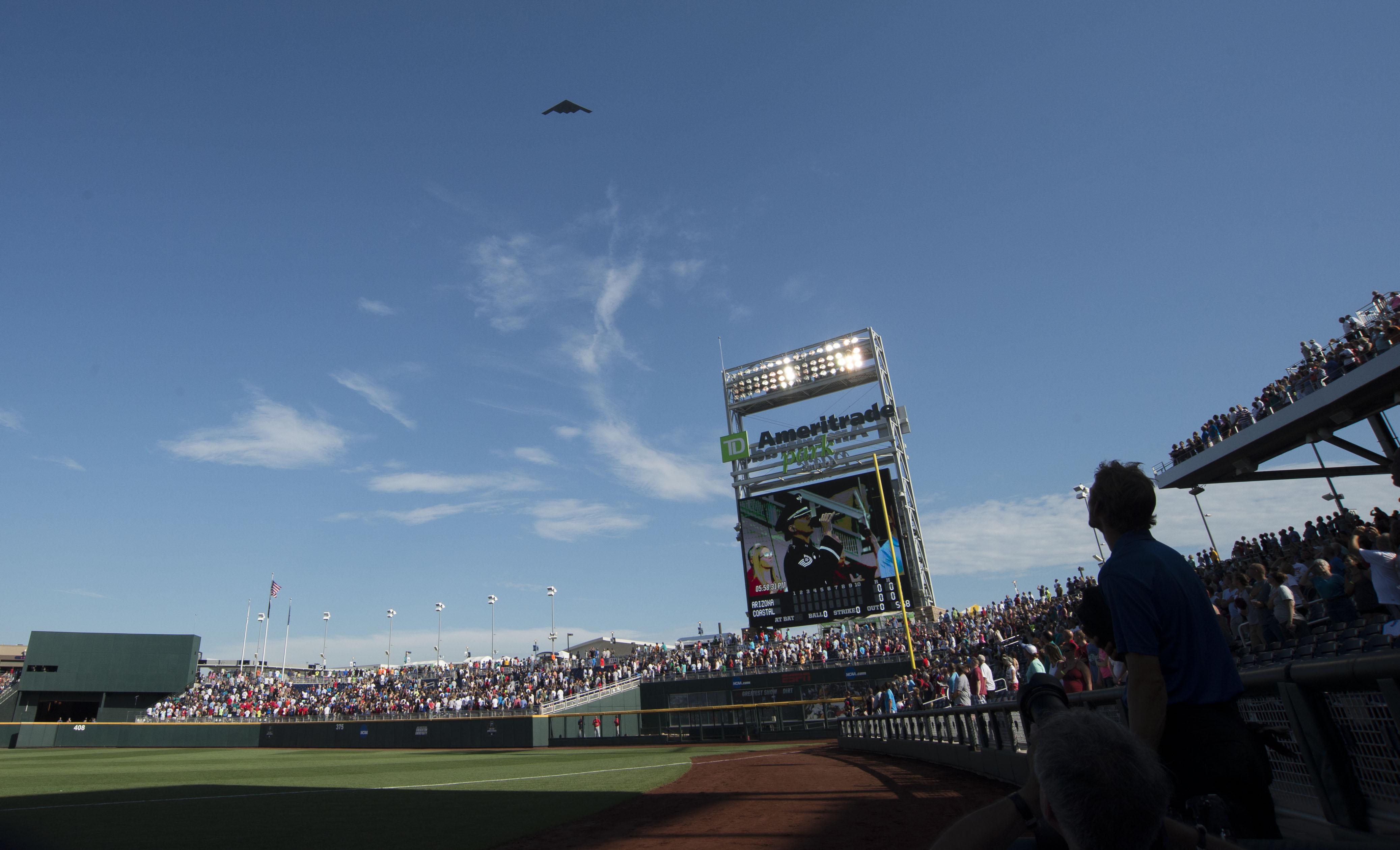 9358611-ncaa-baseball-college-world-series-arizona-vs-coastal-carolina