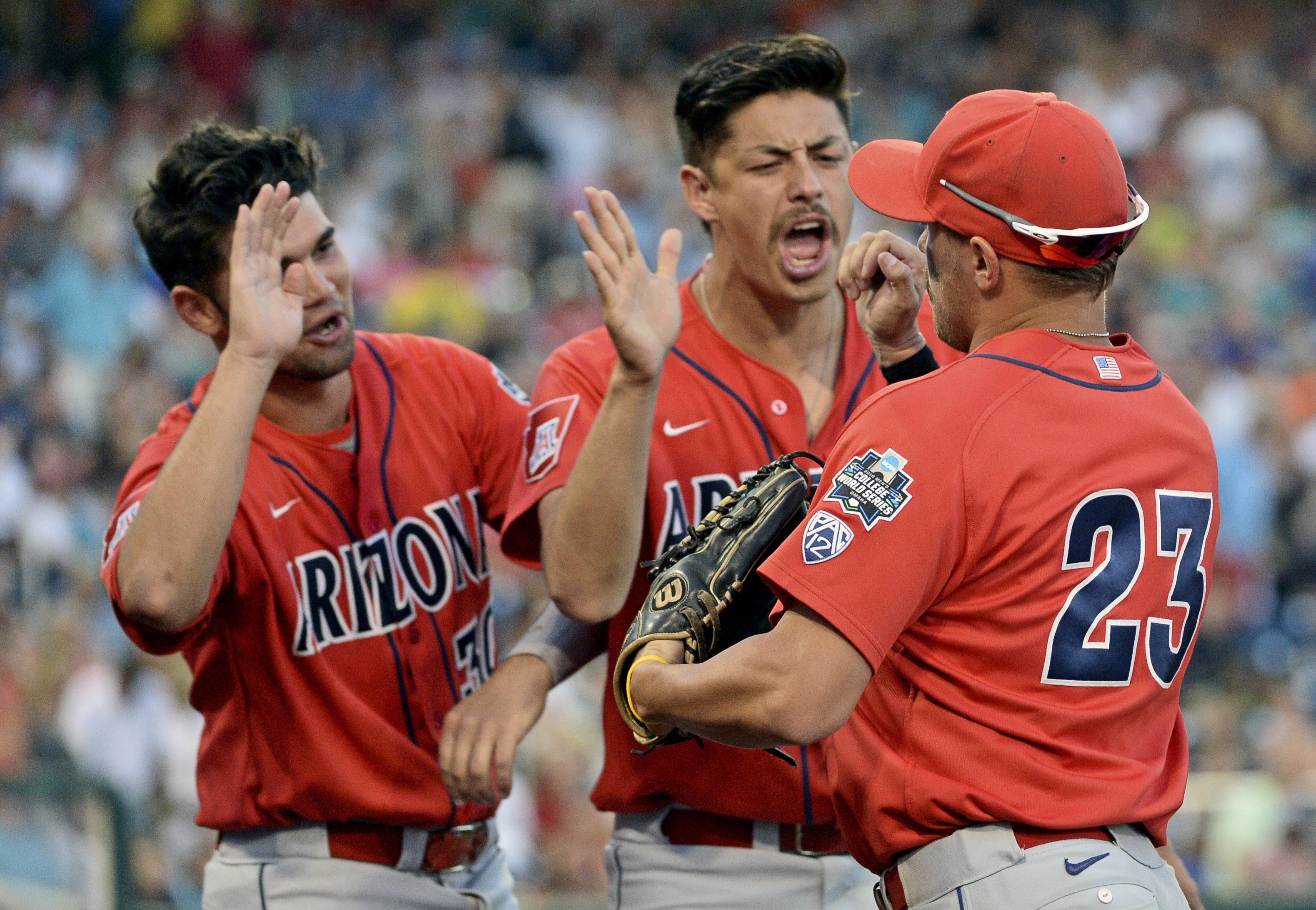 9358909-ncaa-baseball-college-world-series-arizona-vs-coastal-carolina