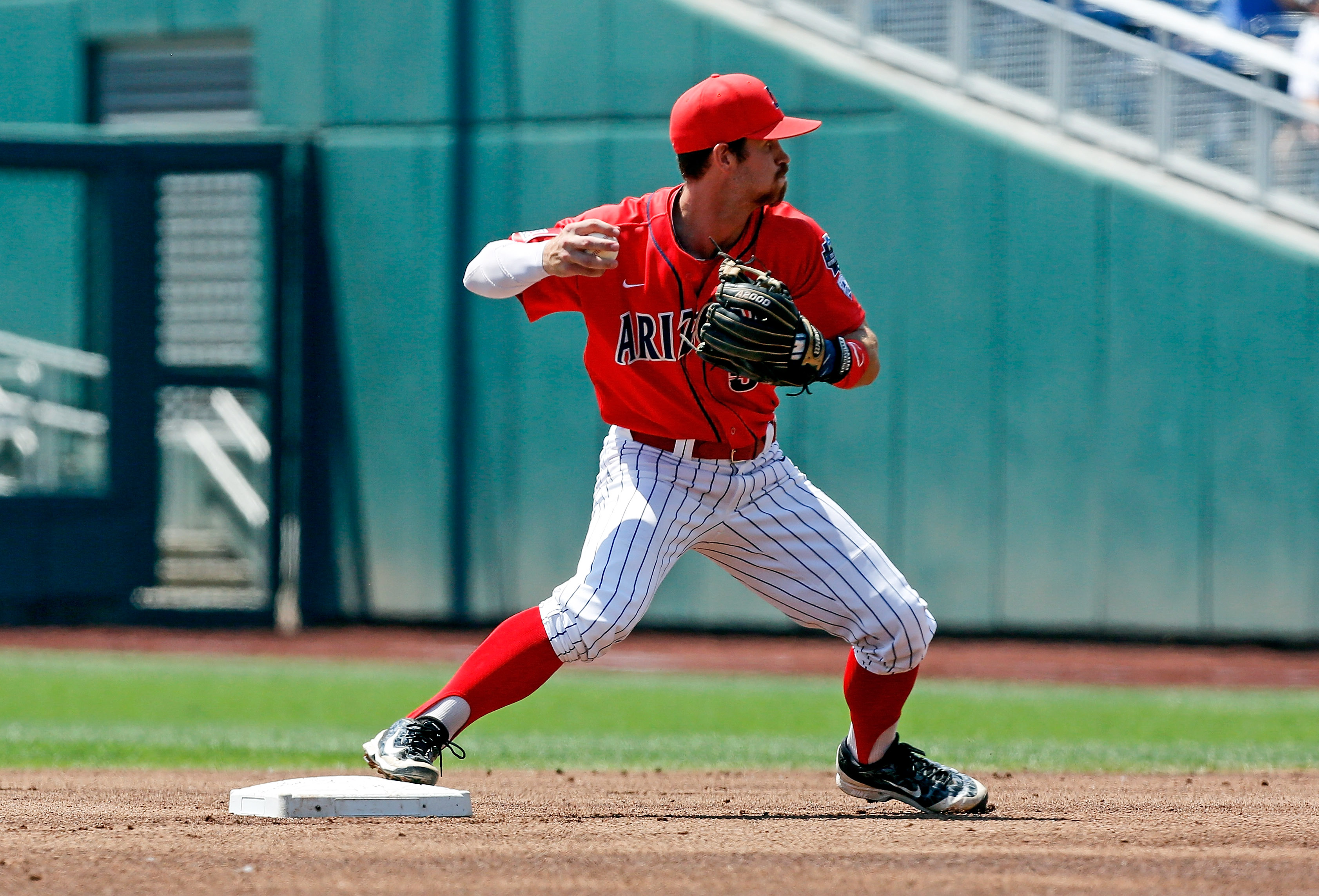 9363330-ncaa-baseball-college-world-series-arizona-vs-coastal-carolina