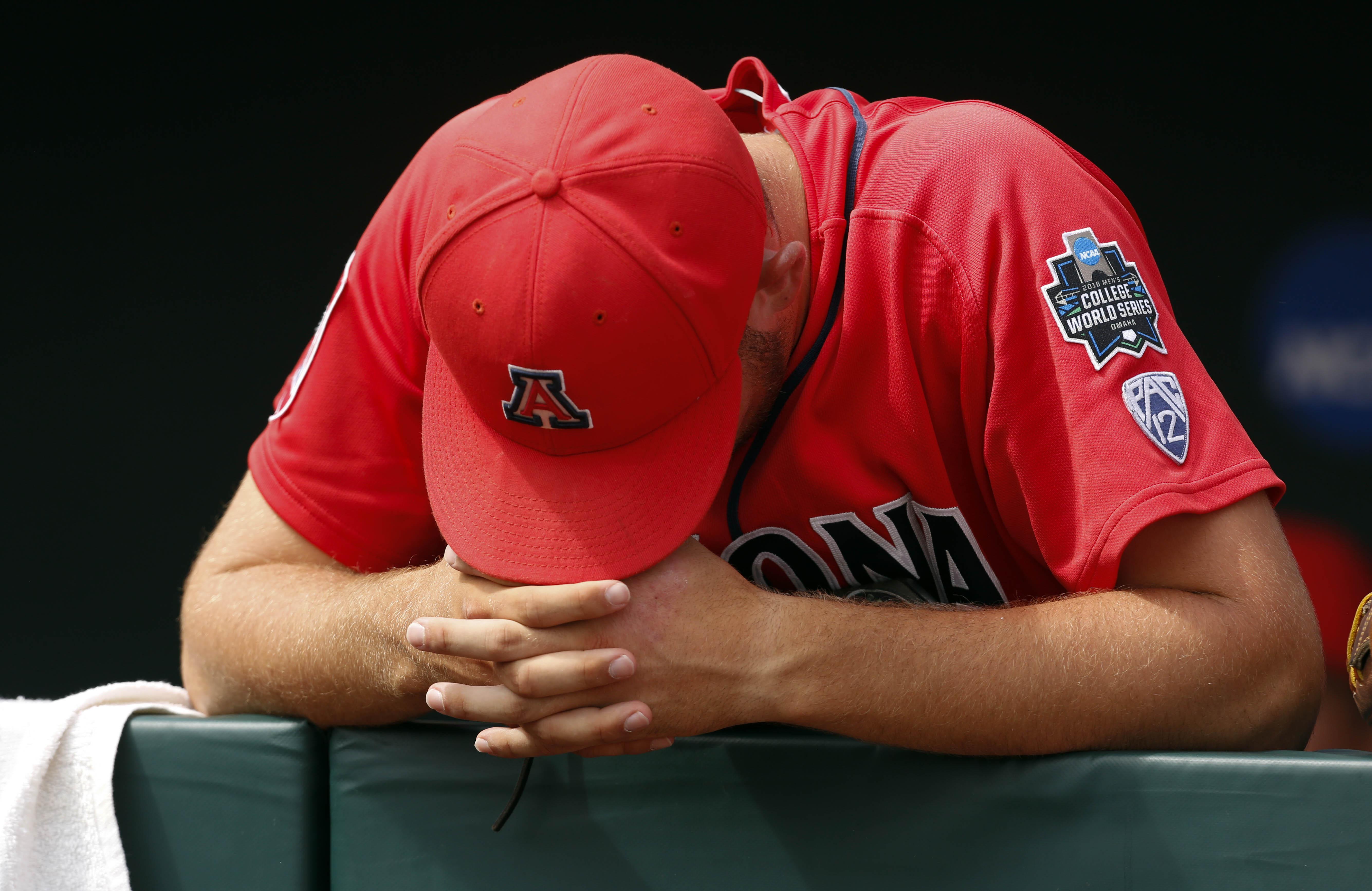 9363672-ncaa-baseball-college-world-series-arizona-vs-coastal-carolina