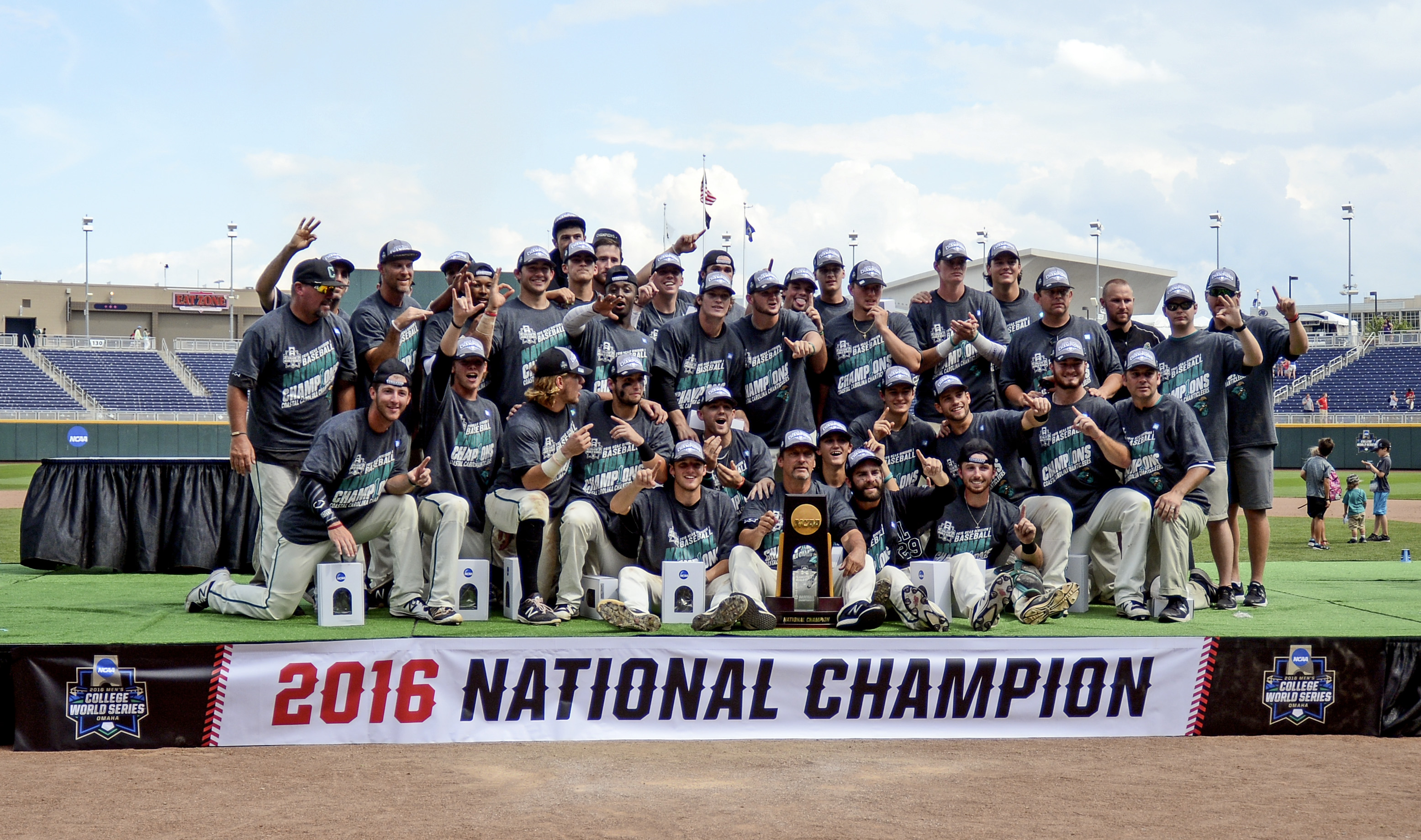 9363704-ncaa-baseball-college-world-series-arizona-vs-coastal-carolina