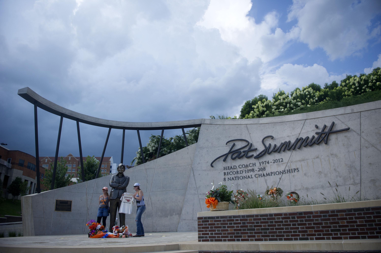 9384278-news-pat-summitt-celebration