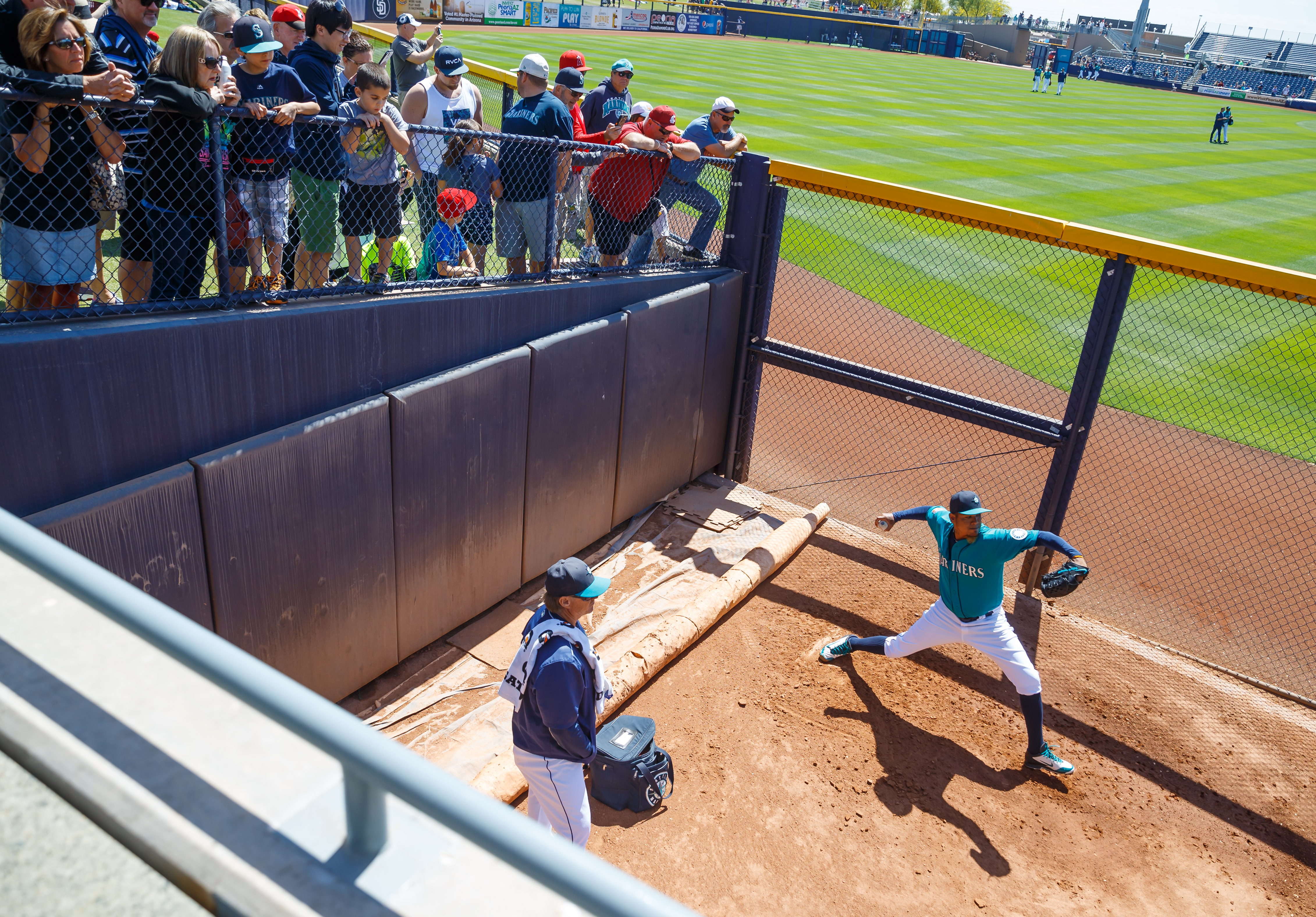 9429220-mlb-spring-training-san-diego-padres-at-seattle-mariners
