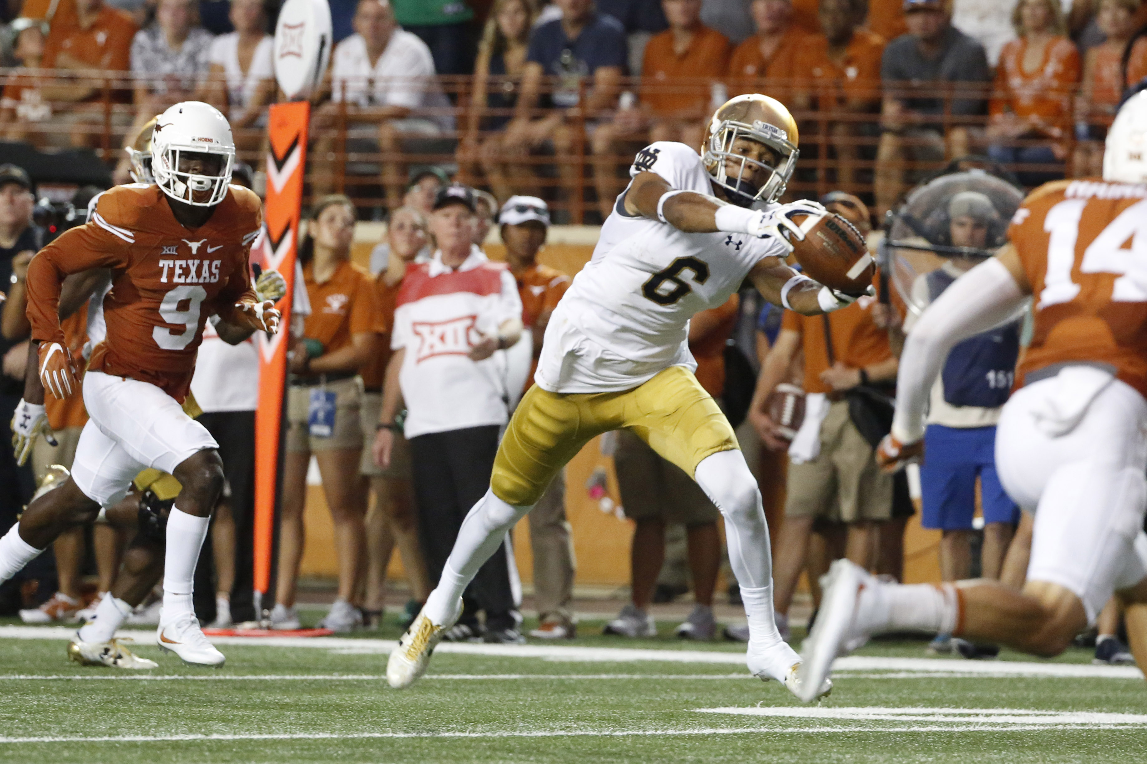 9520573-ncaa-football-notre-dame-at-texas