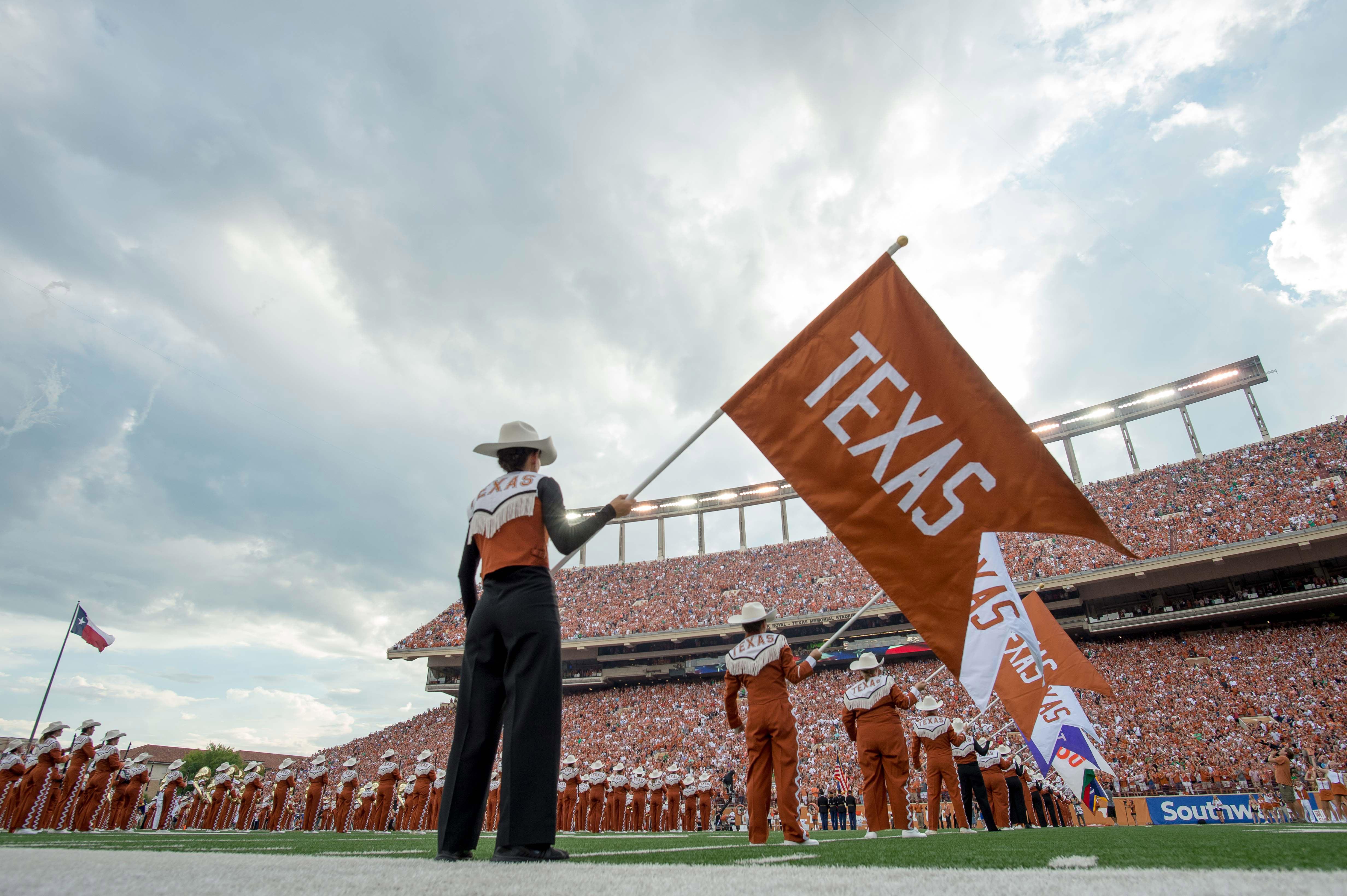 9527966-ncaa-football-notre-dame-at-texas