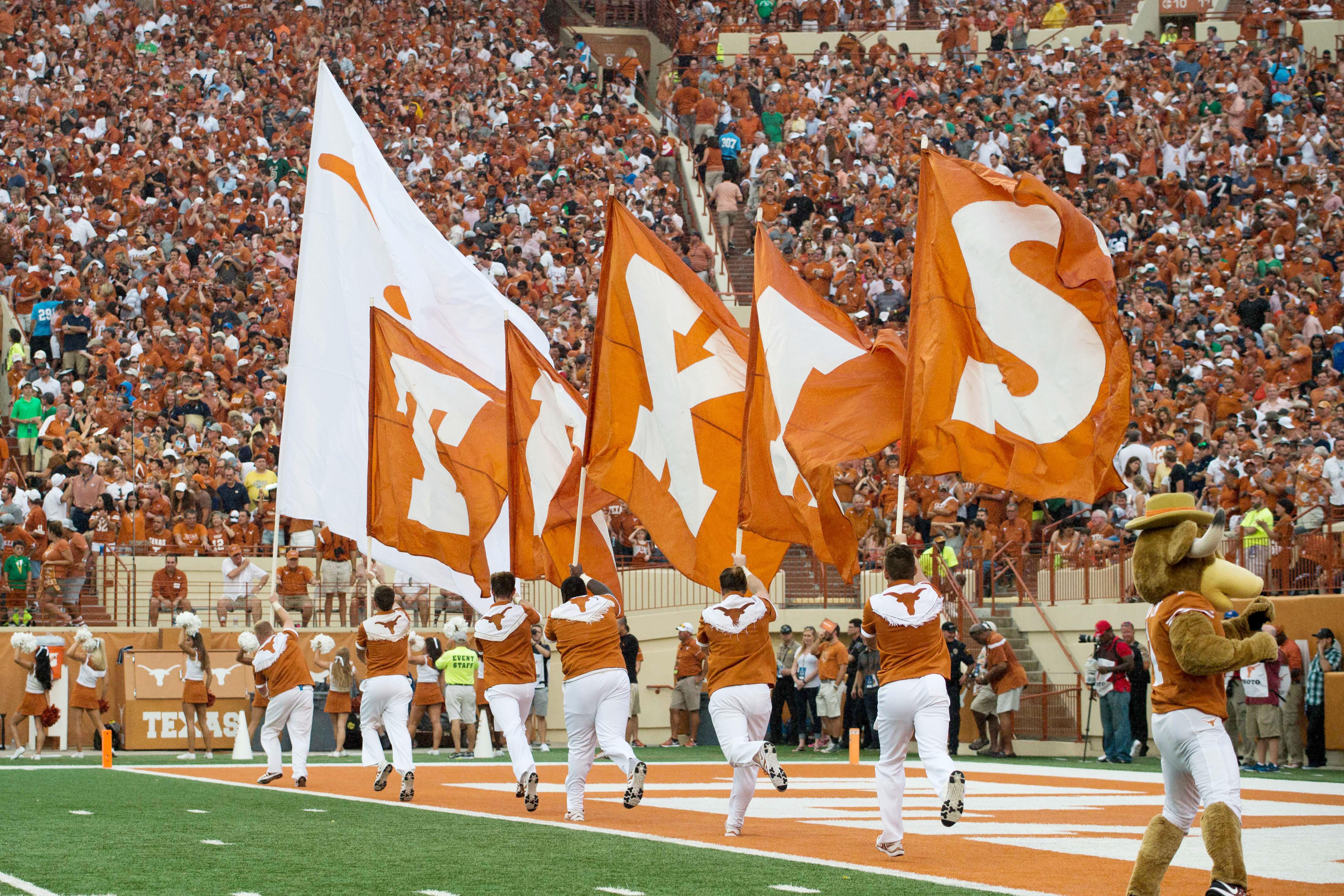 9527990-ncaa-football-notre-dame-at-texas