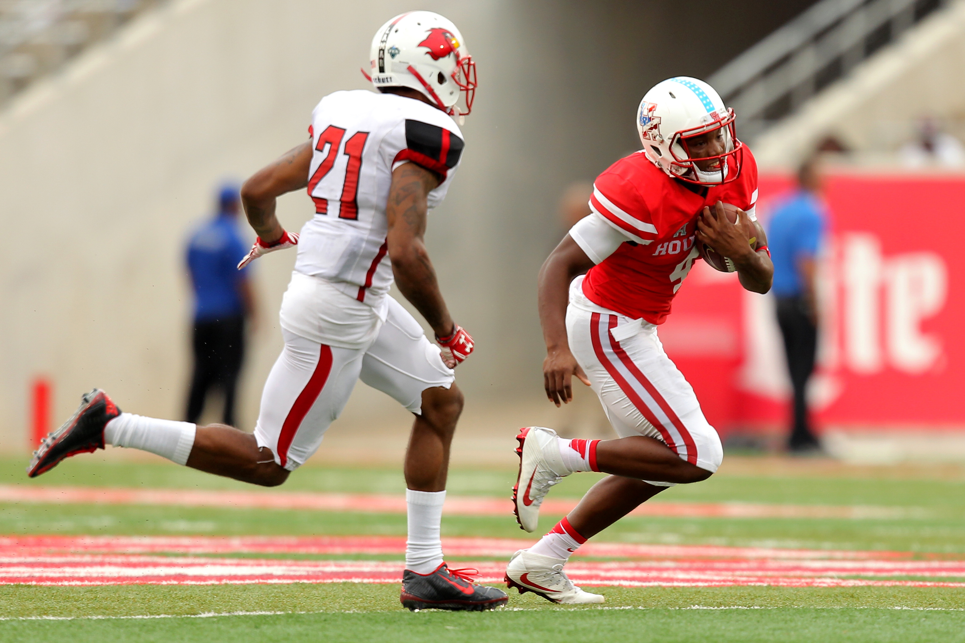 Houston quarterback situation is deep, features playmakers