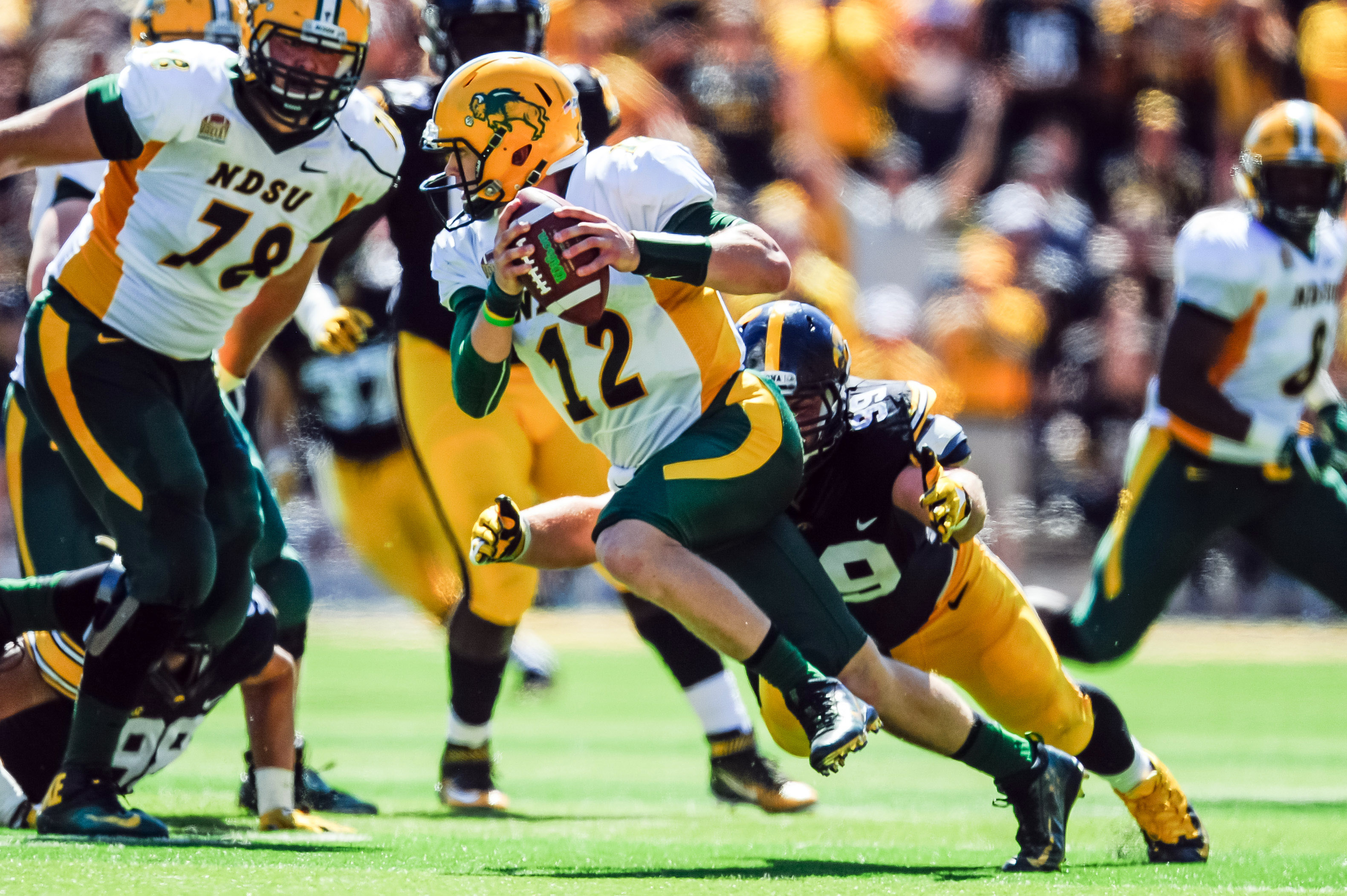 9544884-ncaa-football-north-dakota-state-at-iowa