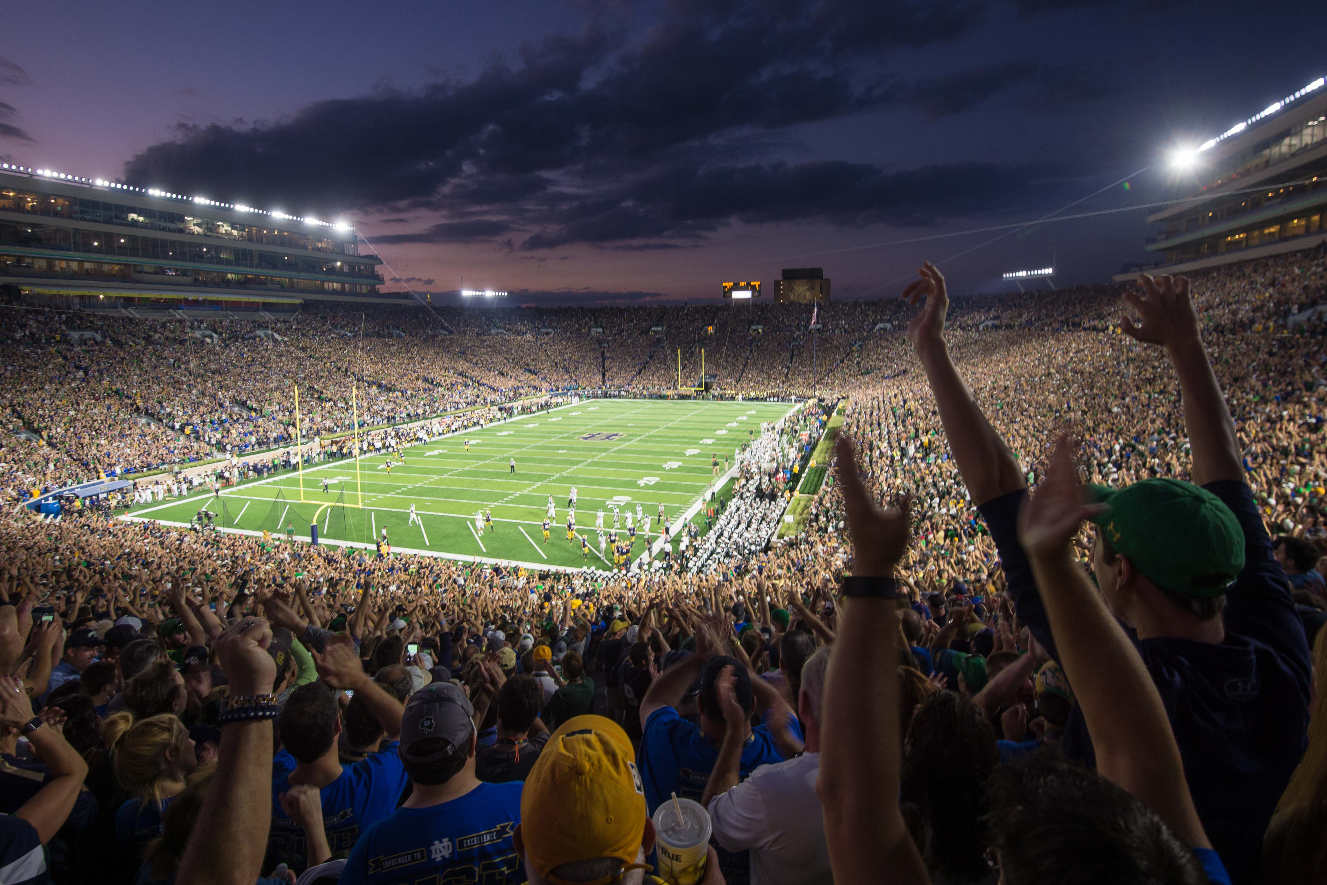 9546493-ncaa-football-michigan-state-at-notre-dame