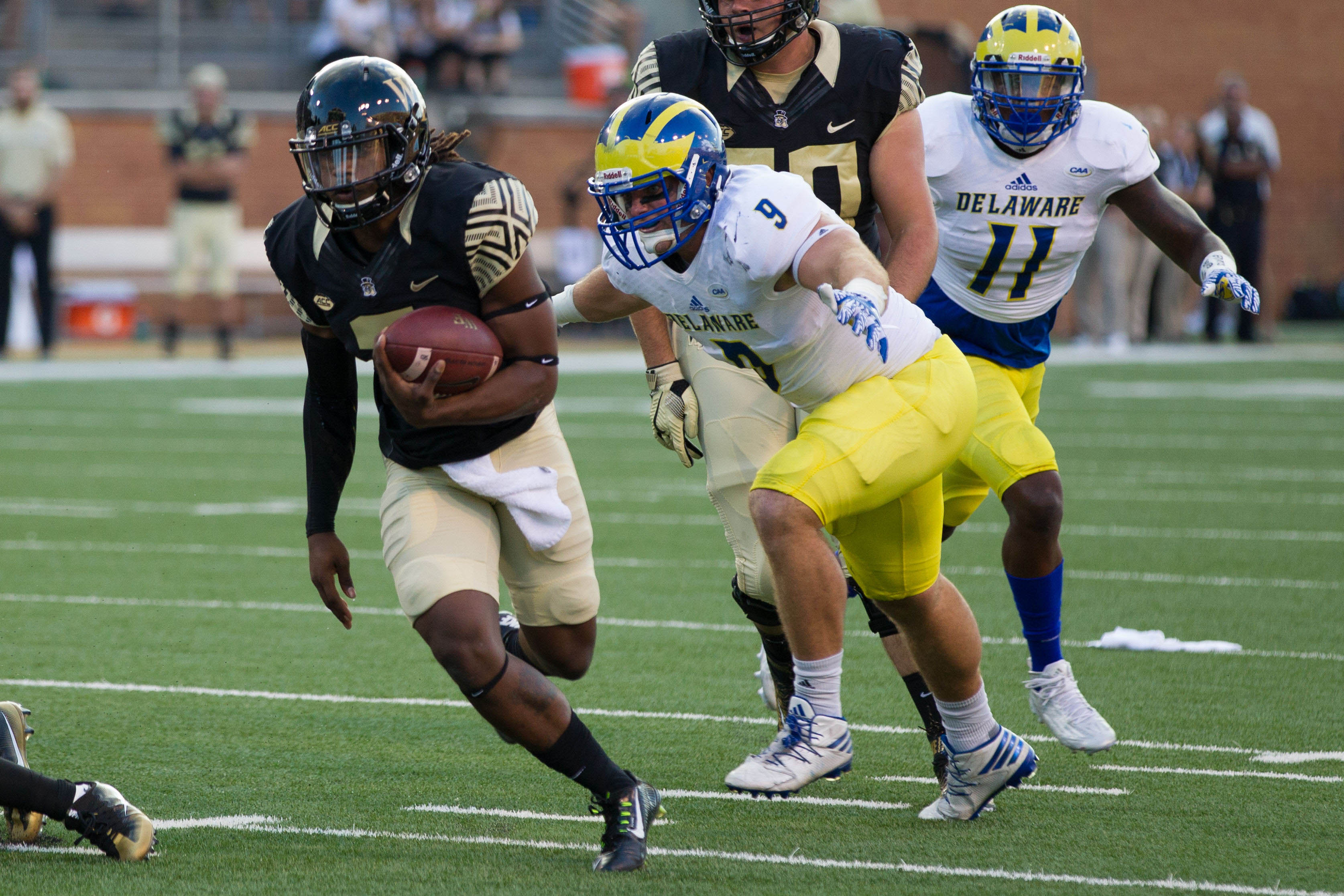 9546617-ncaa-football-delaware-at-wake-forest