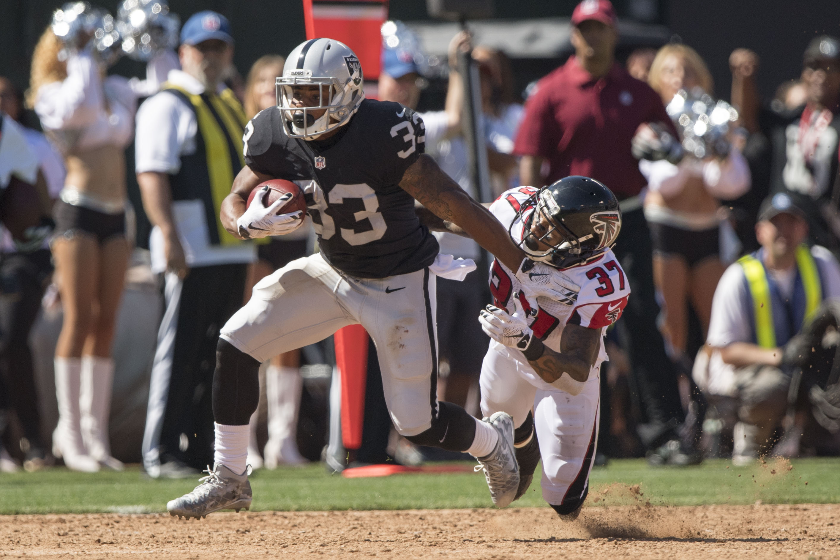 9550818-nfl-atlanta-falcons-at-oakland-raiders
