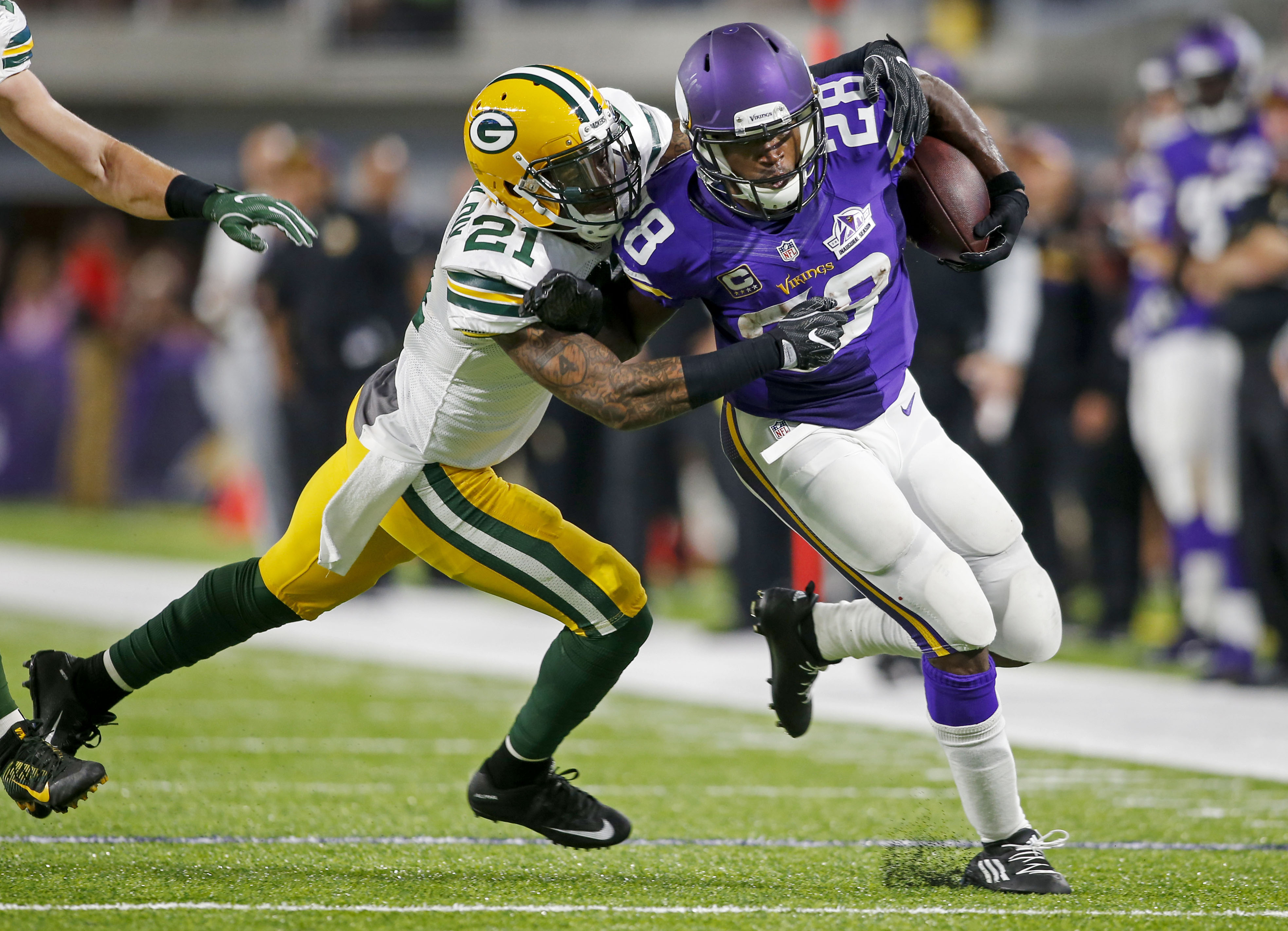 9552620-nfl-green-bay-packers-at-minnesota-vikings
