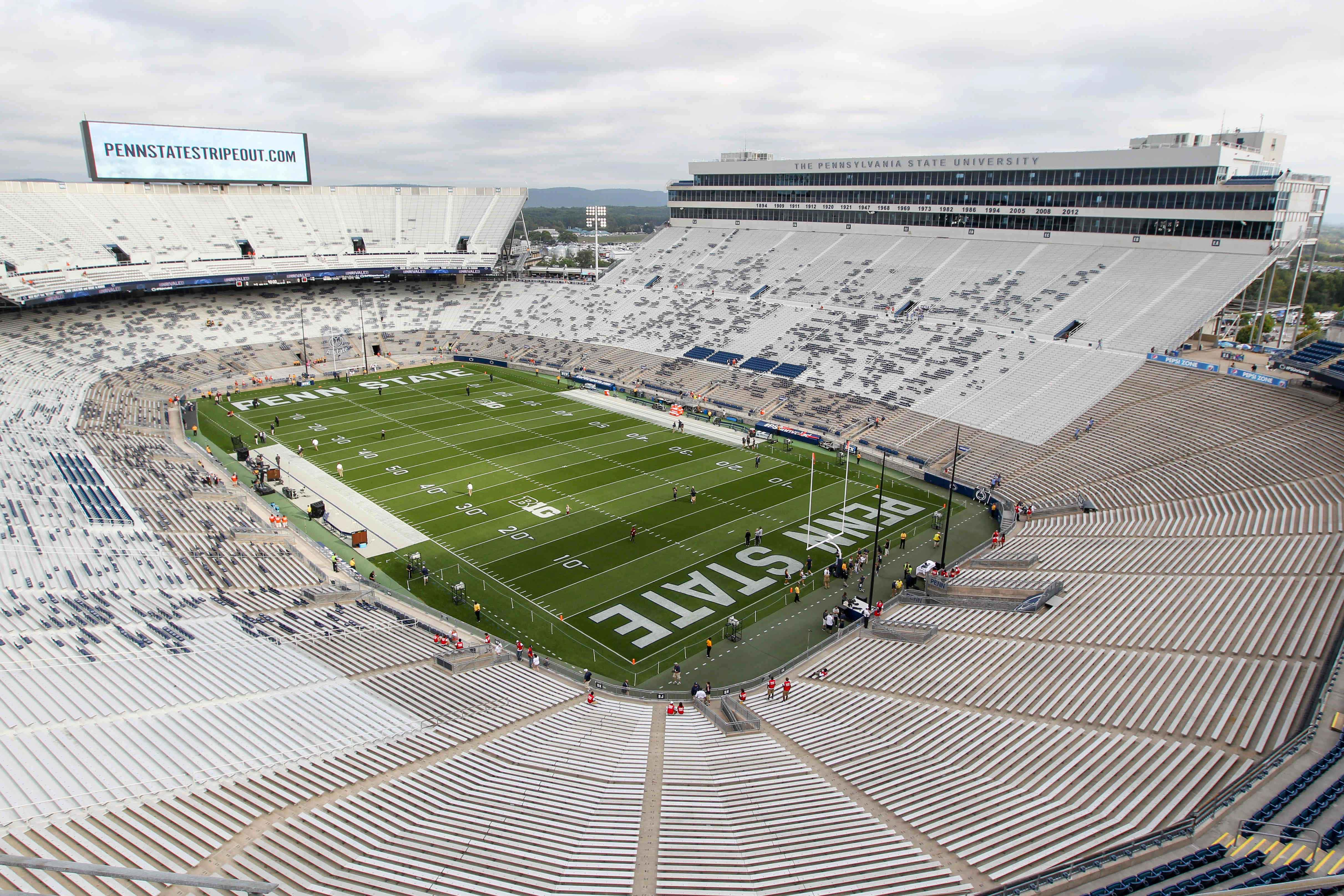 9556016-ncaa-football-temple-at-penn-state