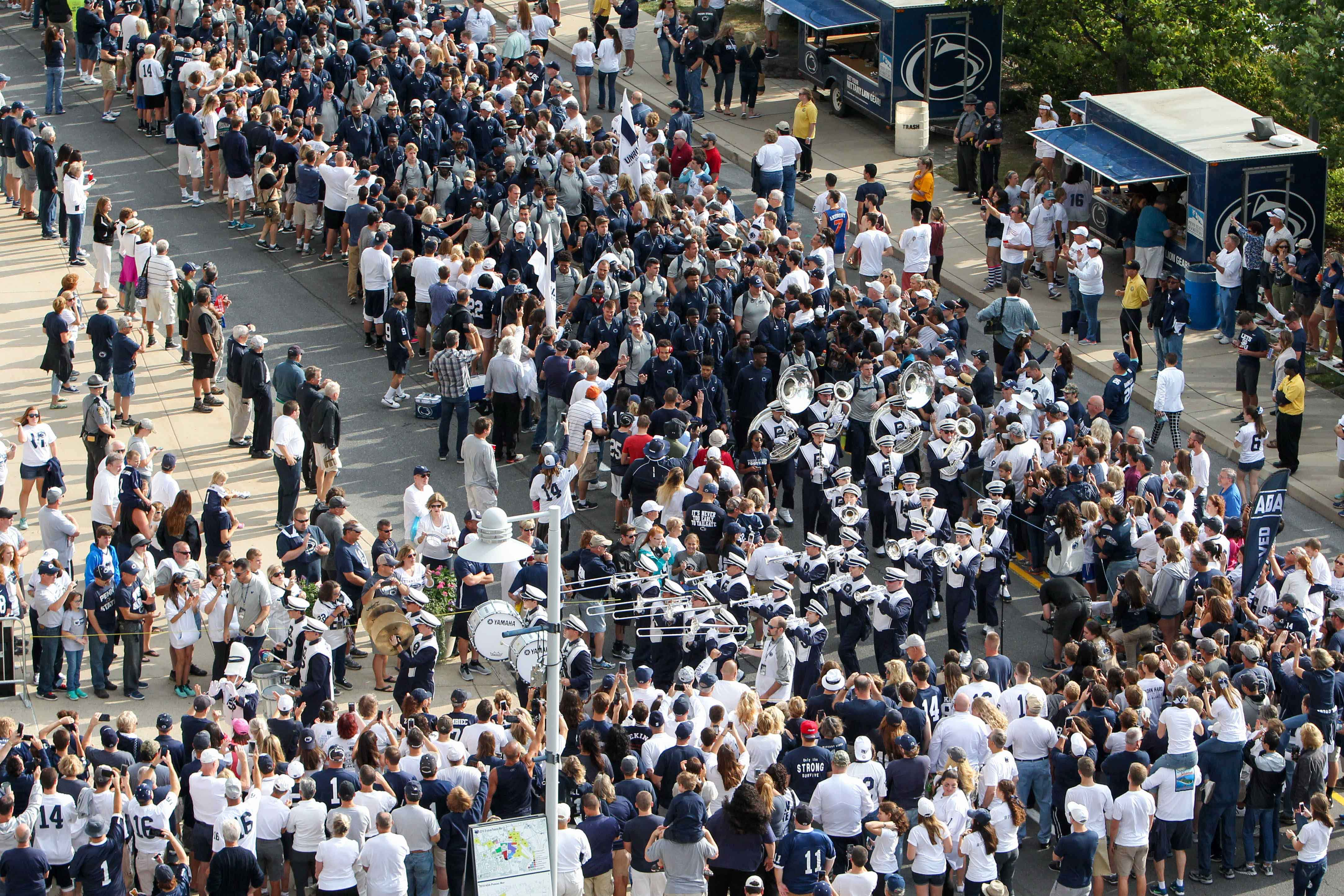 9556041-ncaa-football-temple-at-penn-state