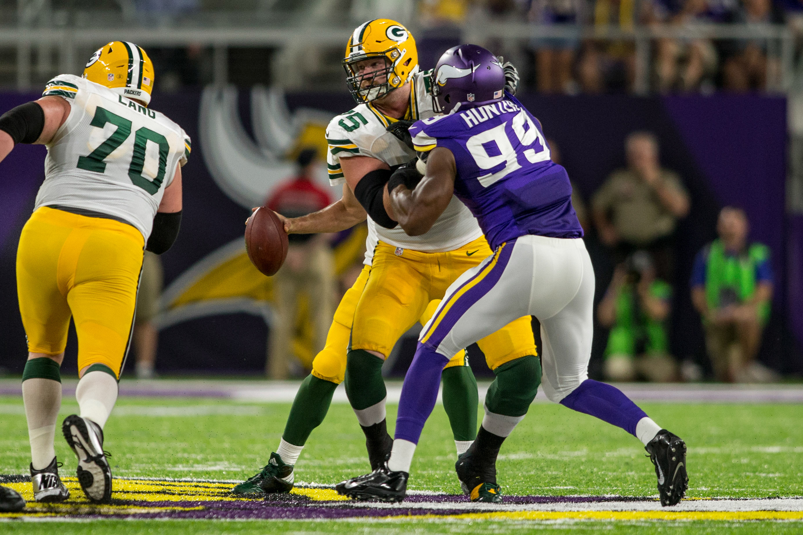 9557158-nfl-green-bay-packers-at-minnesota-vikings