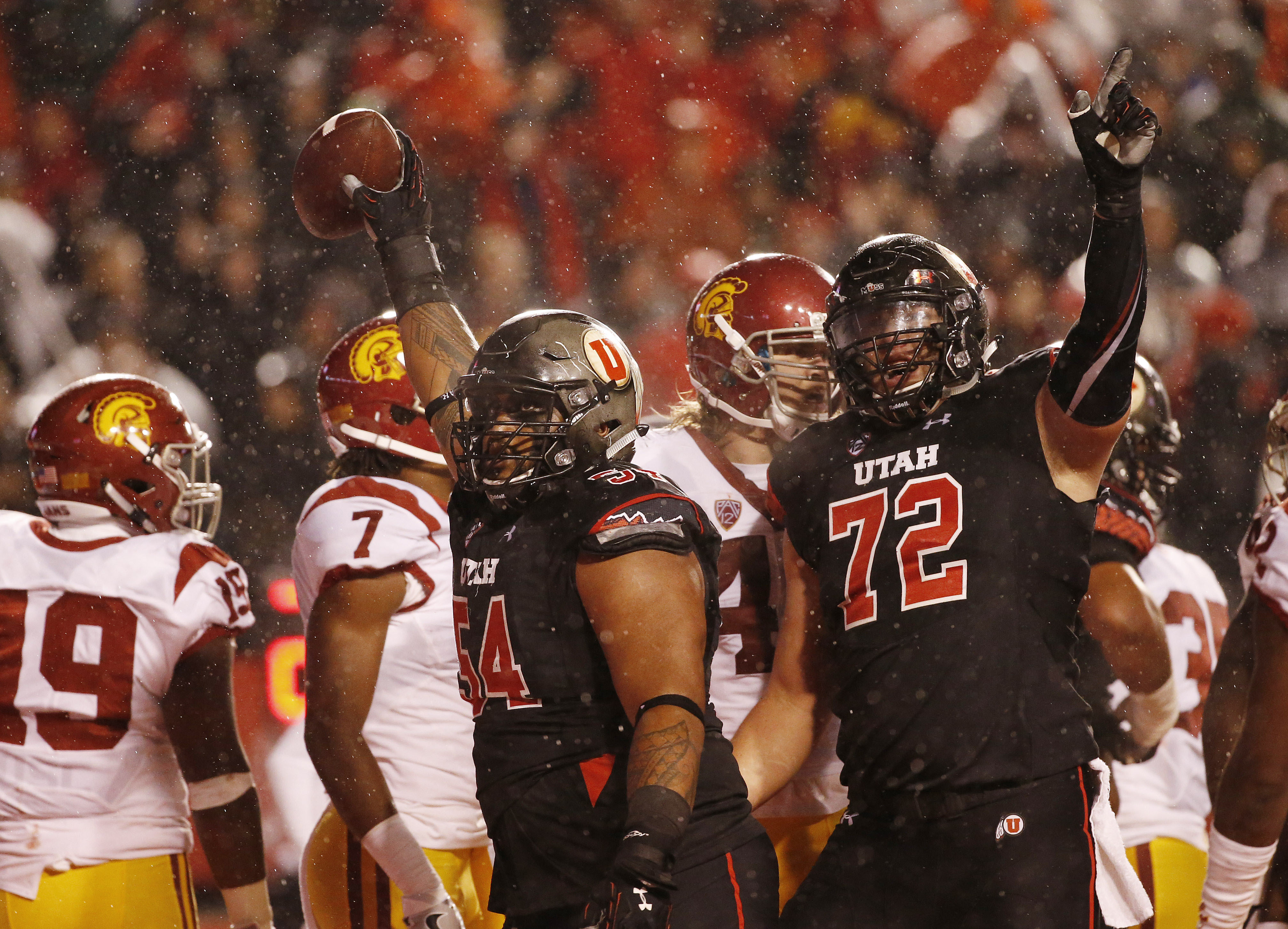 9559977-ncaa-football-southern-california-at-utah