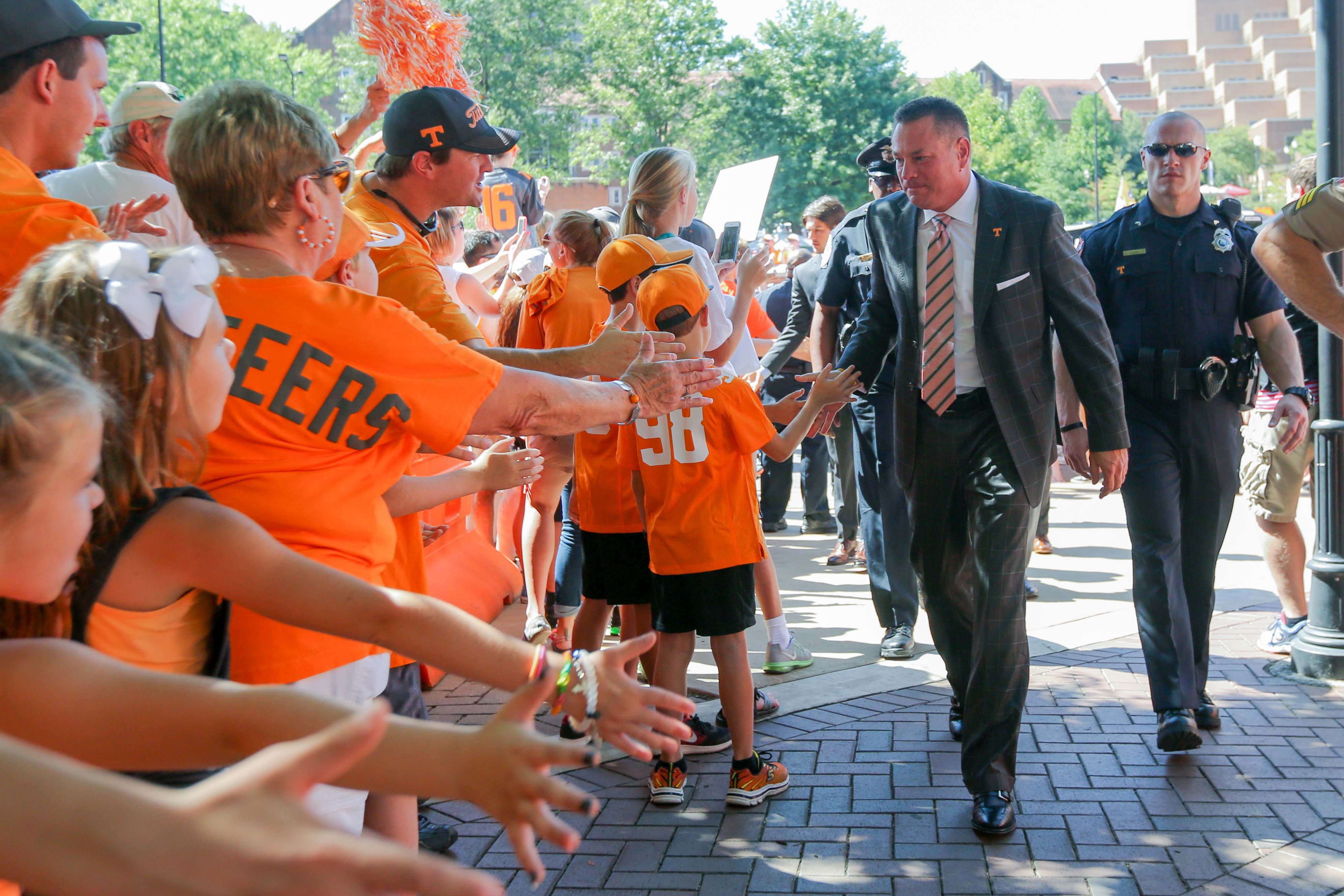 9560854-ncaa-football-florida-at-tennessee