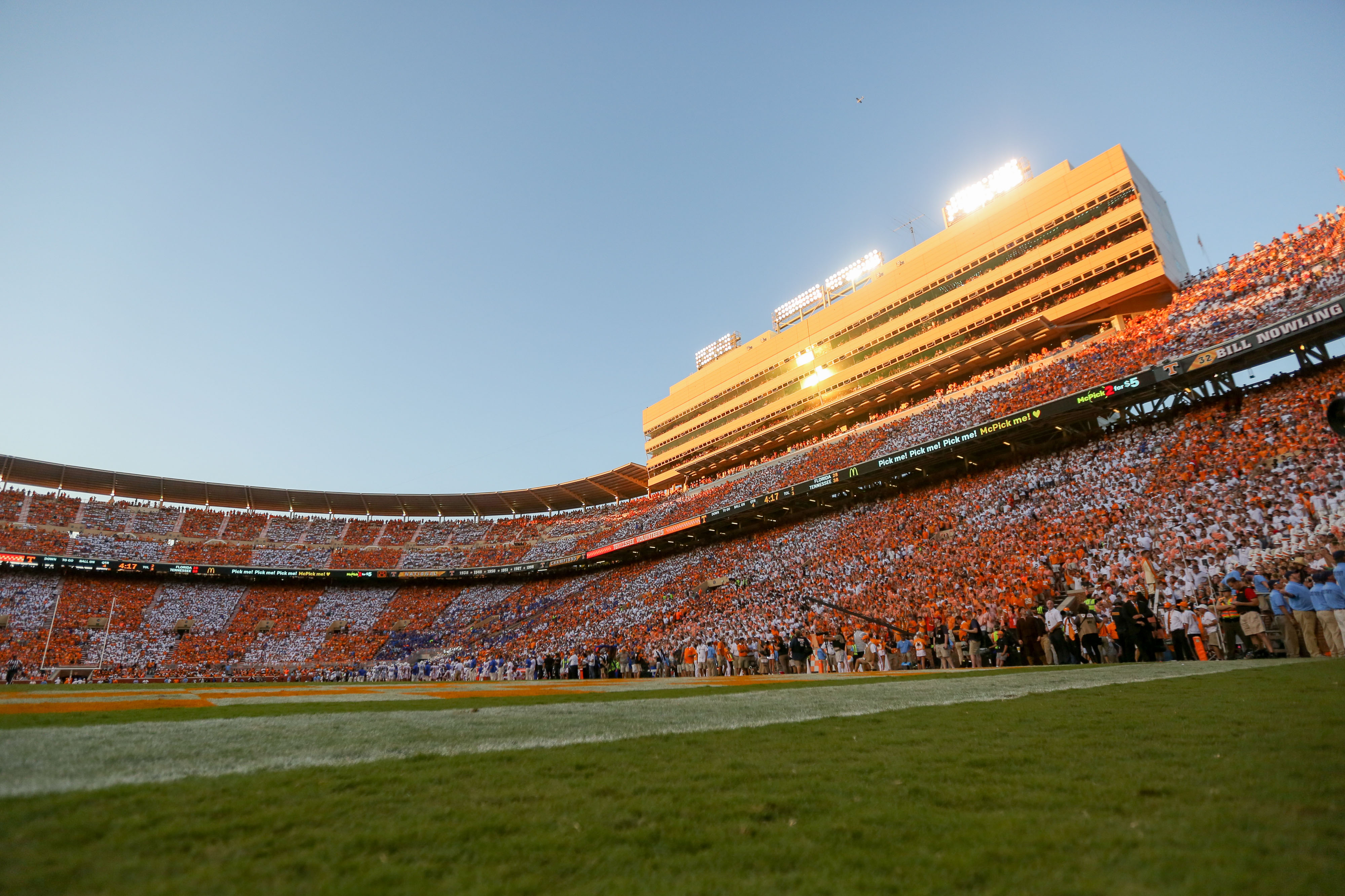 9562113-ncaa-football-florida-at-tennessee