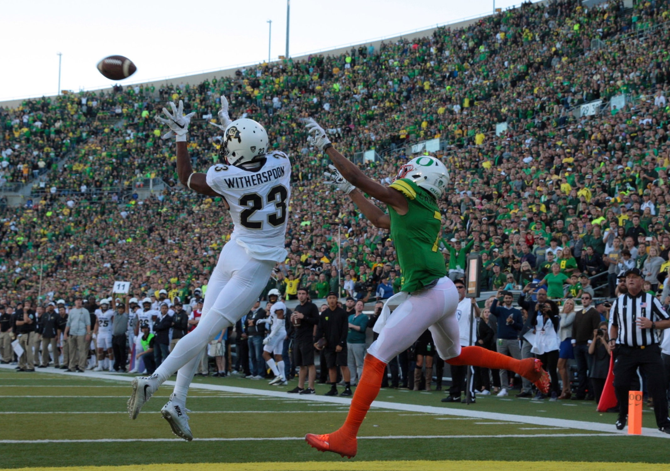 9562555-ncaa-football-colorado-at-oregon