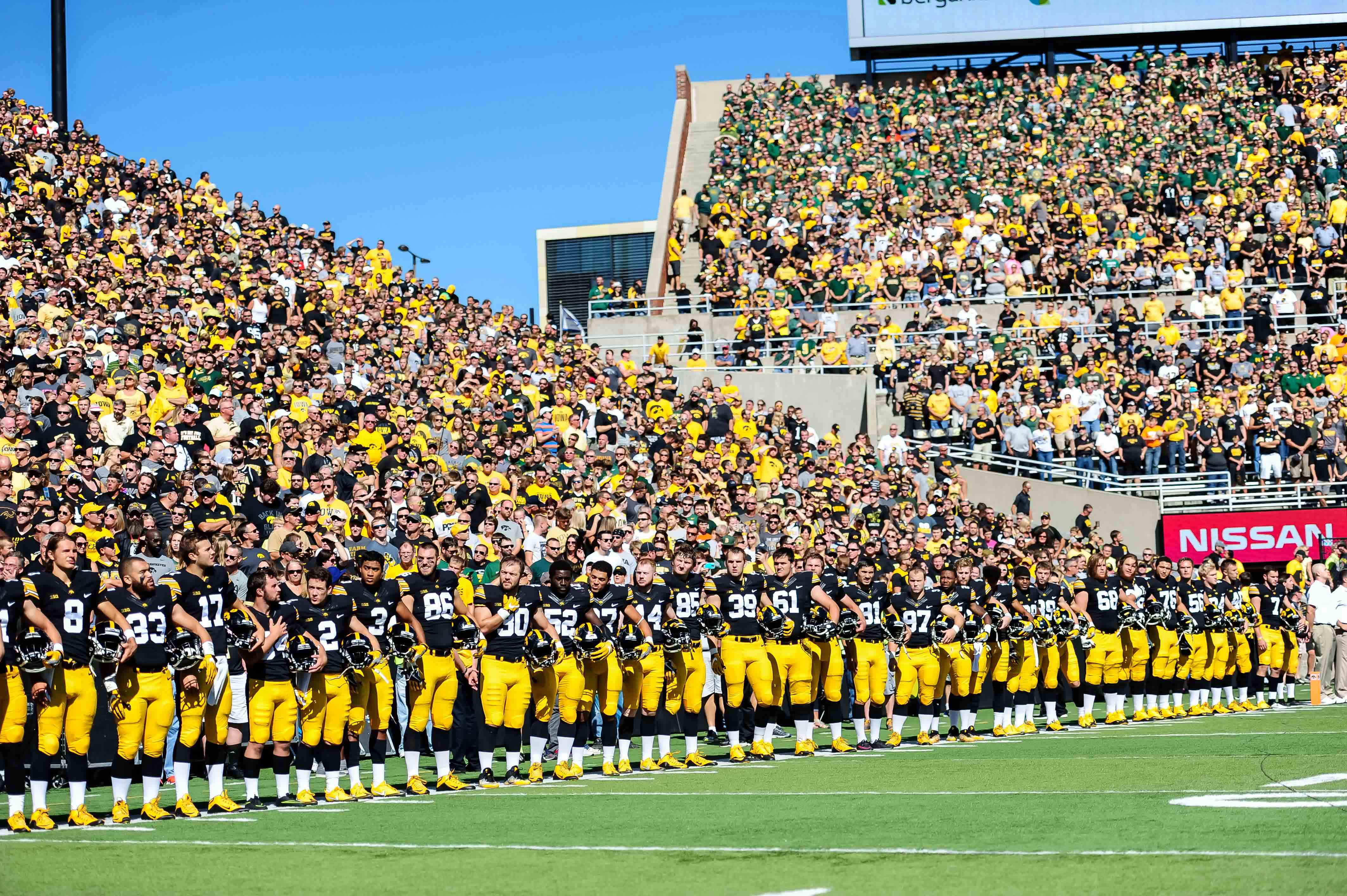 9573800-ncaa-football-north-dakota-state-at-iowa
