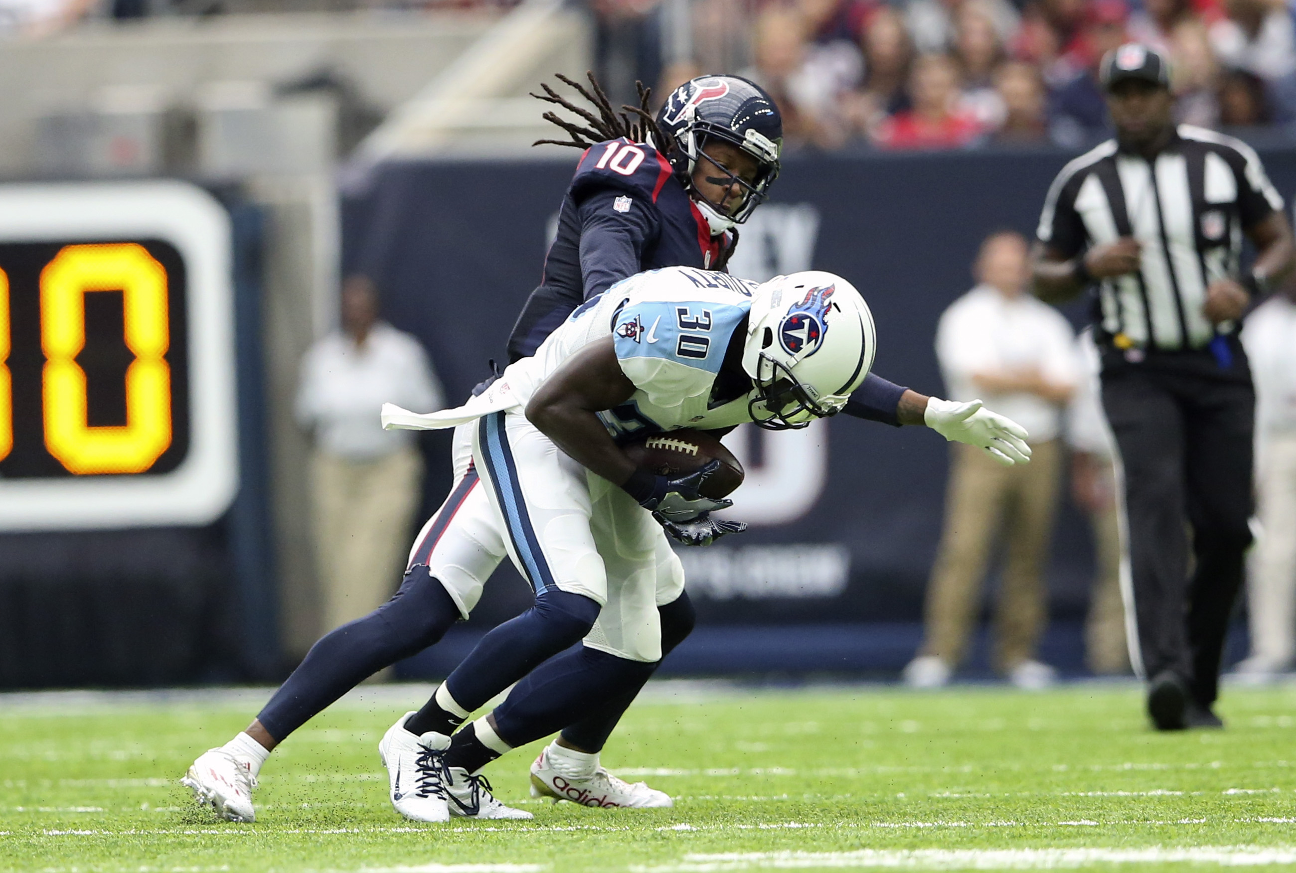 9584794-nfl-tennessee-titans-at-houston-texans