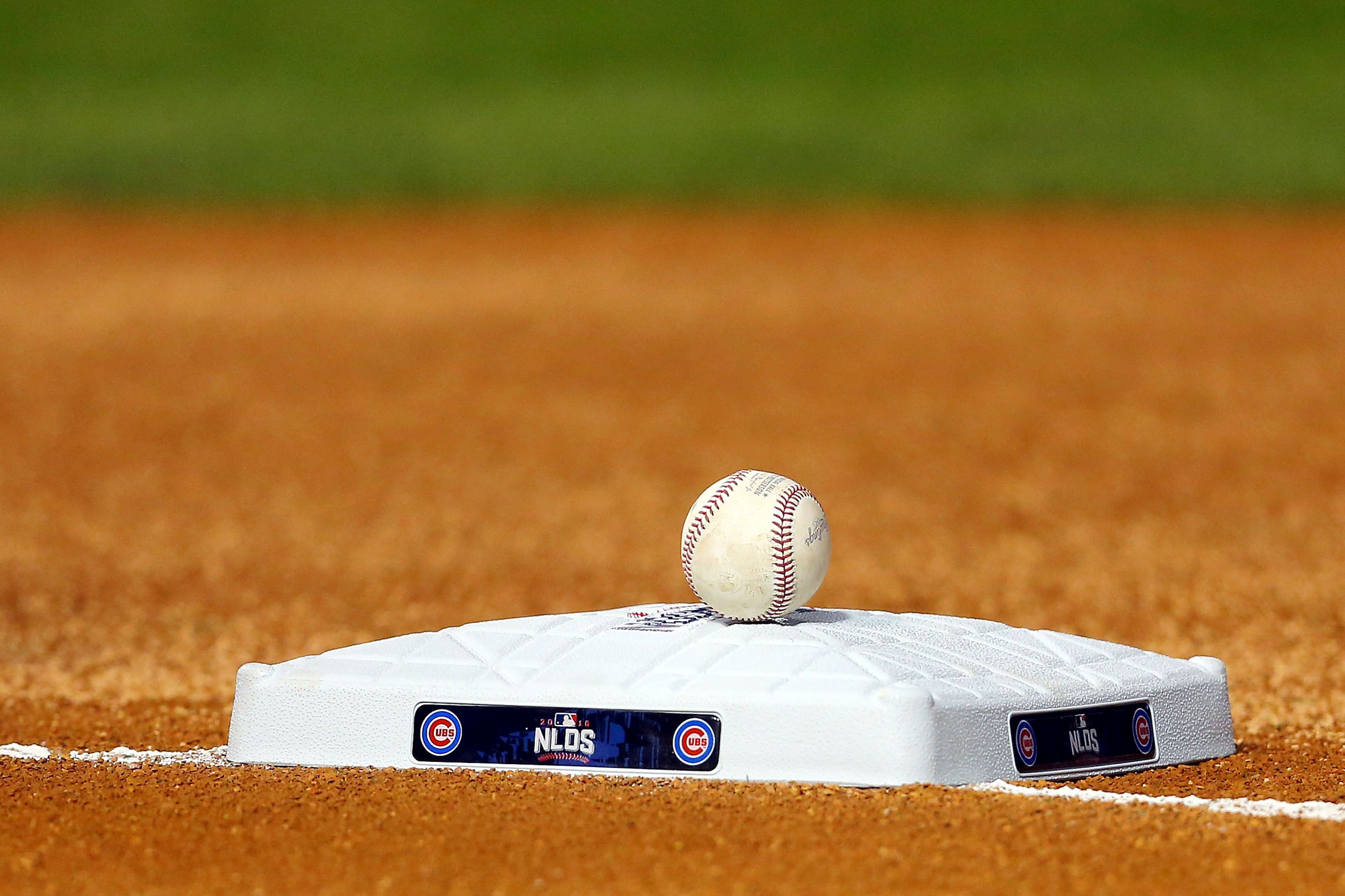 9593104-mlb-nlds-san-francisco-giants-at-chicago-cubs