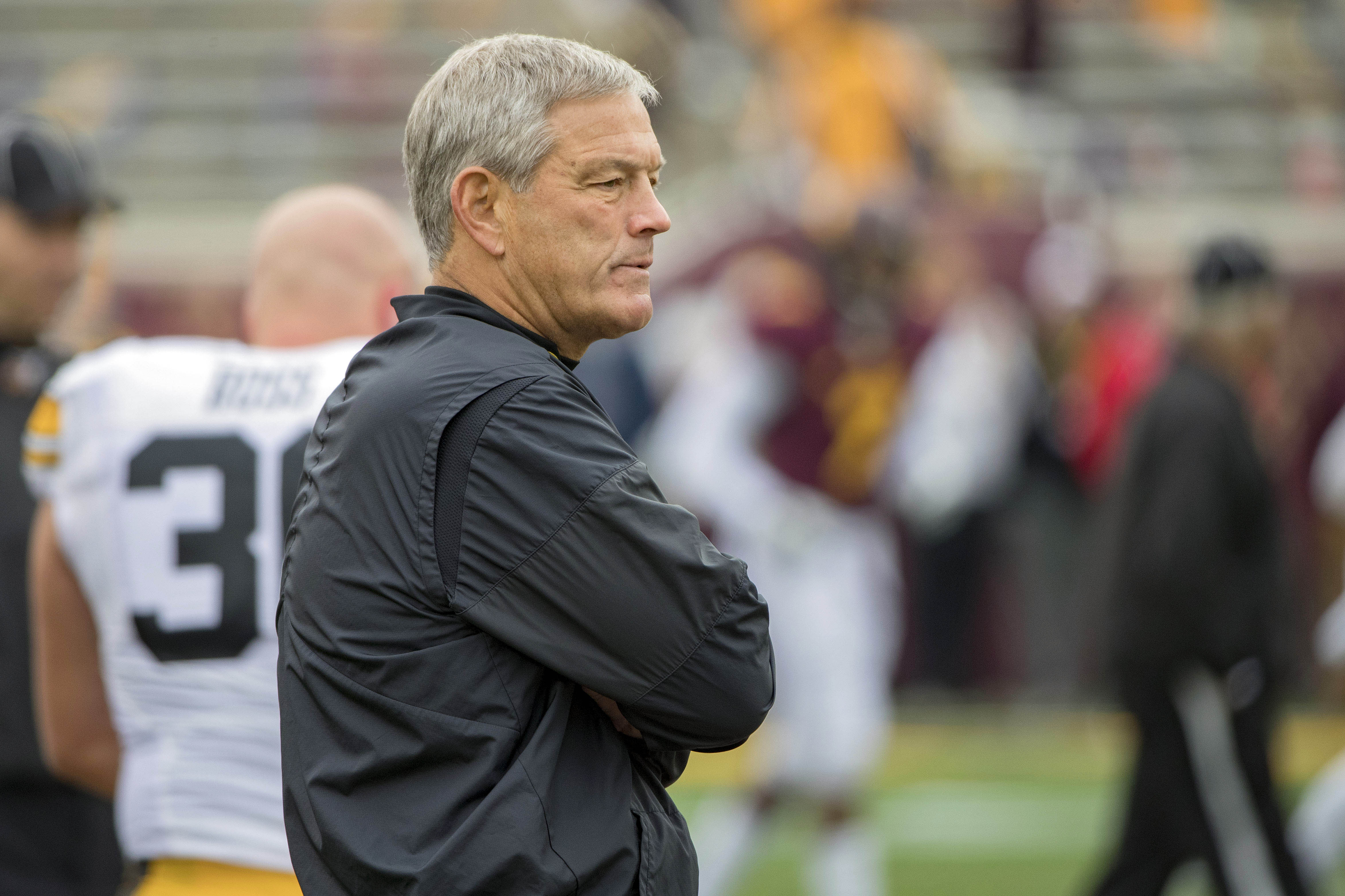 9594750-ncaa-football-iowa-at-minnesota