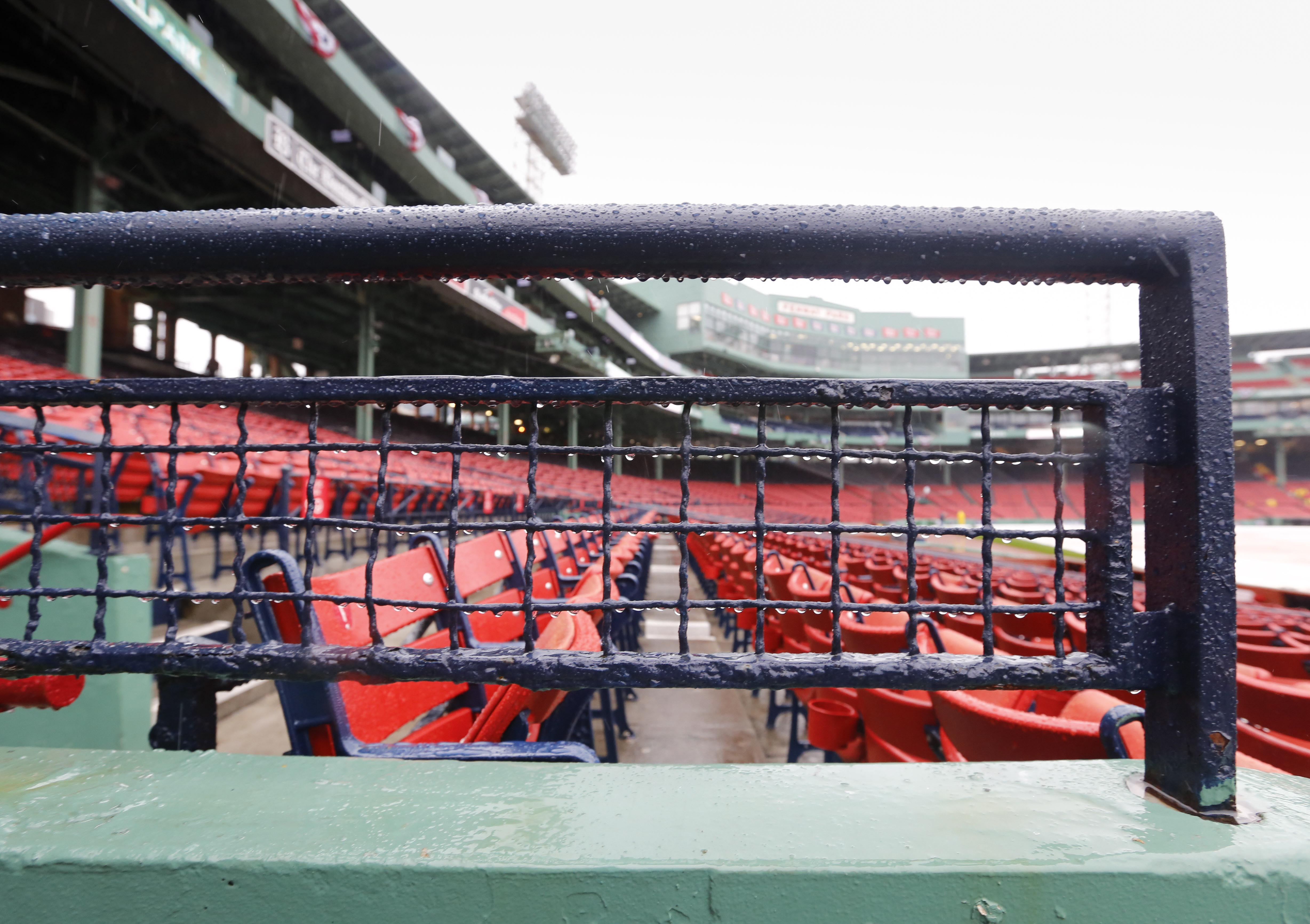 9598221-mlb-alds-cleveland-indians-at-boston-red-sox