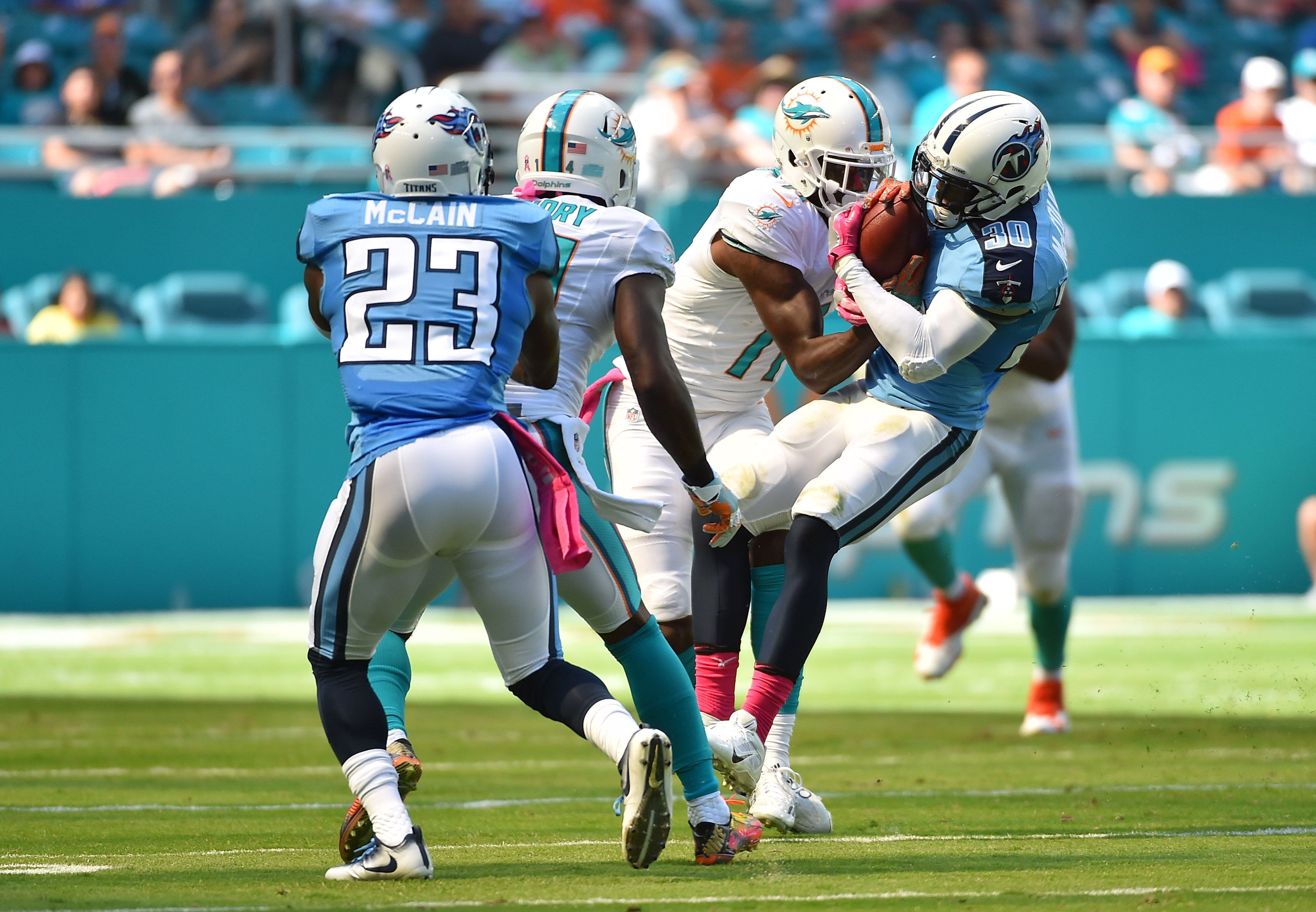 9598352-nfl-tennessee-titans-at-miami-dolphins