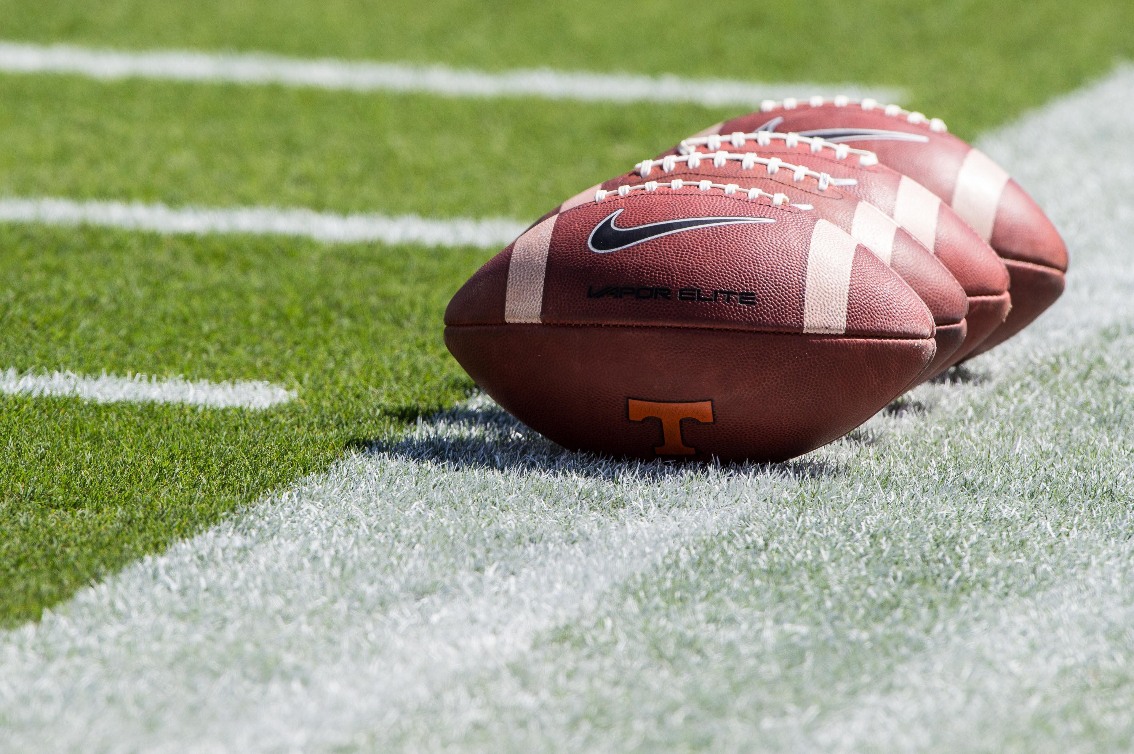 9611421-ncaa-football-tennessee-at-texas-aampampm