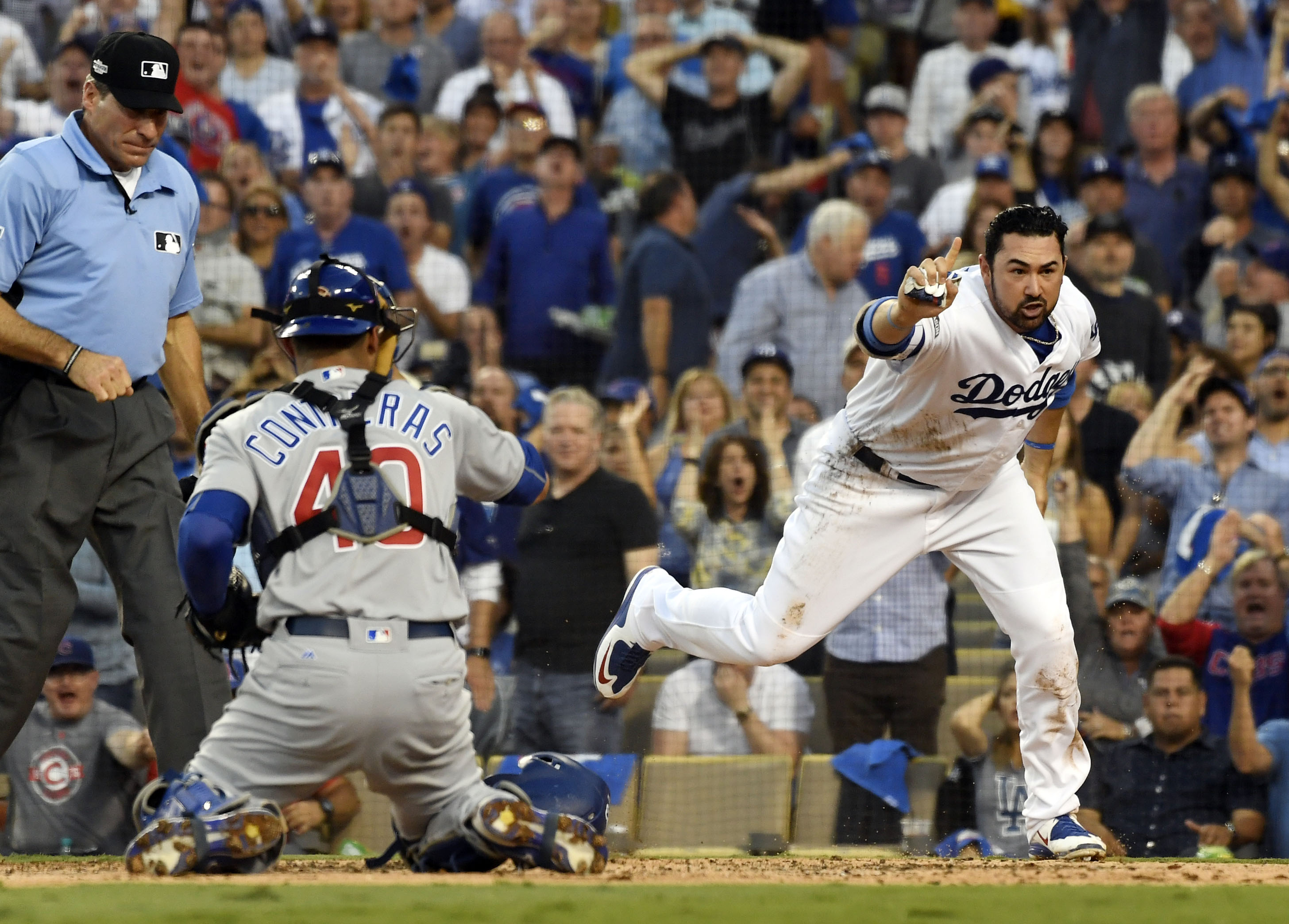 9619257-mlb-nlcs-chicago-cubs-at-los-angeles-dodgers