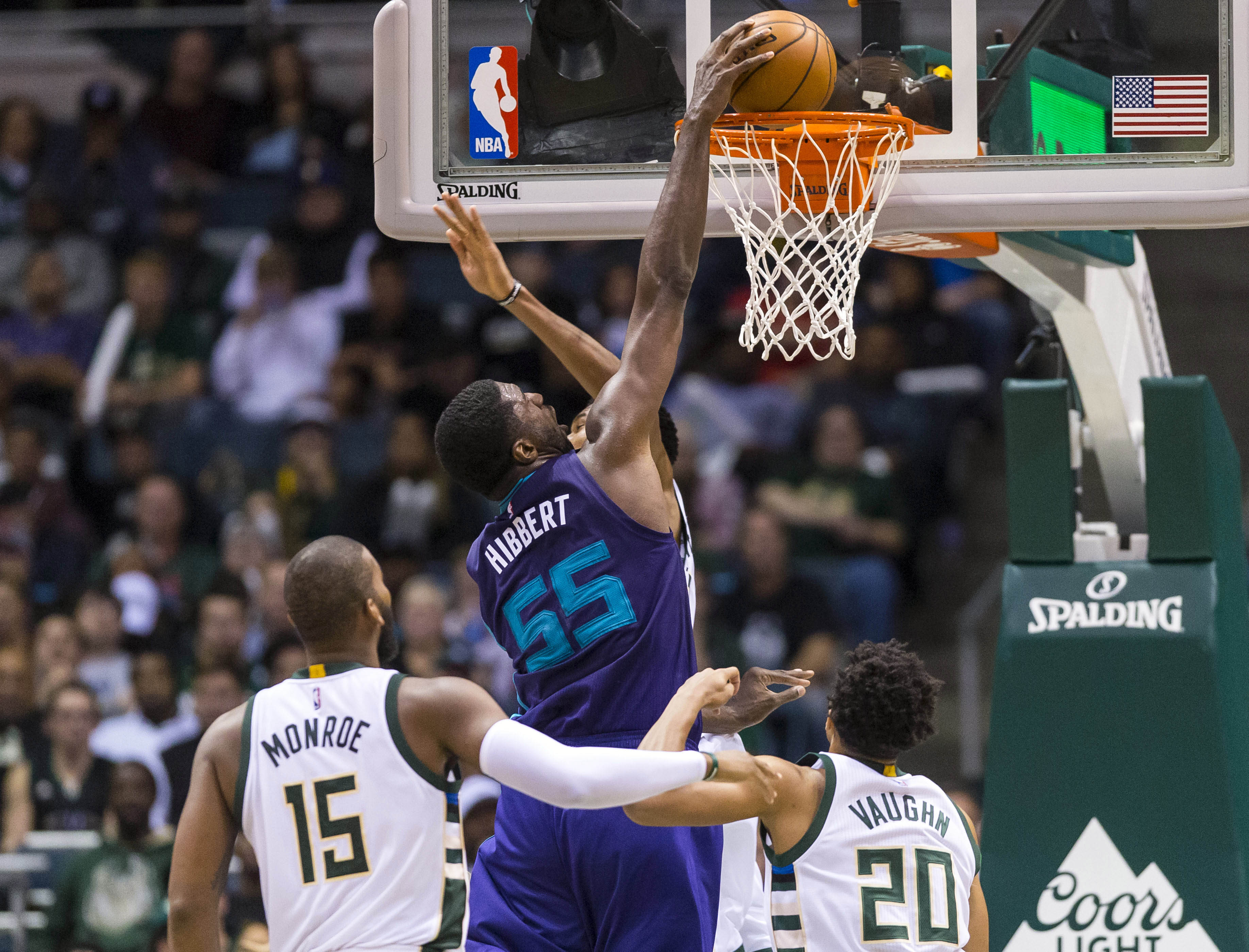 9634115-nba-charlotte-hornets-at-milwaukee-bucks