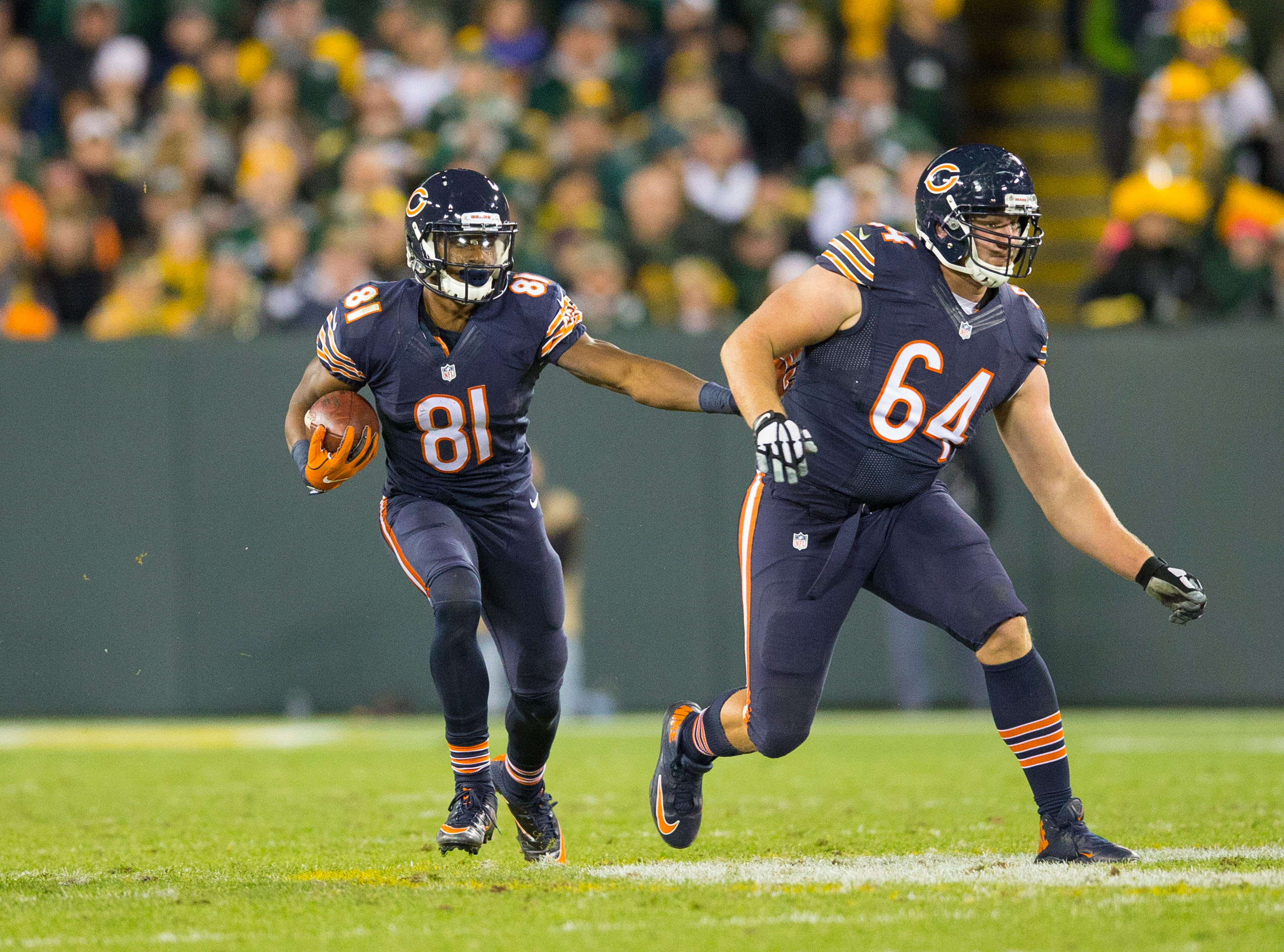 Oct 20, 2016; Green Bay, WI, USA; Chicago Bears wide receiver Cameron Meredith (81) rushes with the football behind offensive lineman Eric Kush (64) during the game against the Green Bay Packers at Lambeau Field. Green Bay won 26-10. Mandatory Credit: Jeff Hanisch-USA TODAY Sports