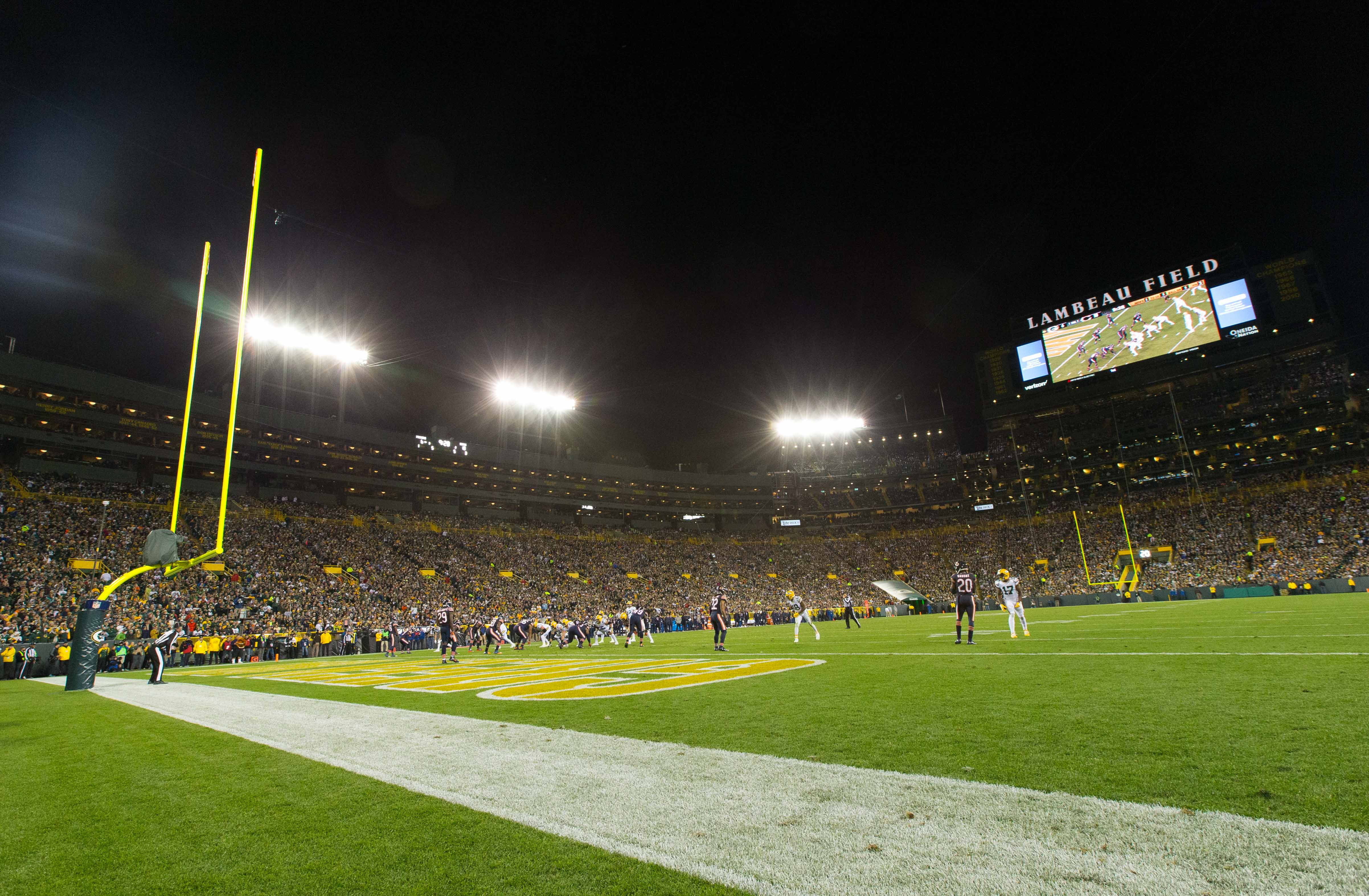 9637868-nfl-chicago-bears-at-green-bay-packers