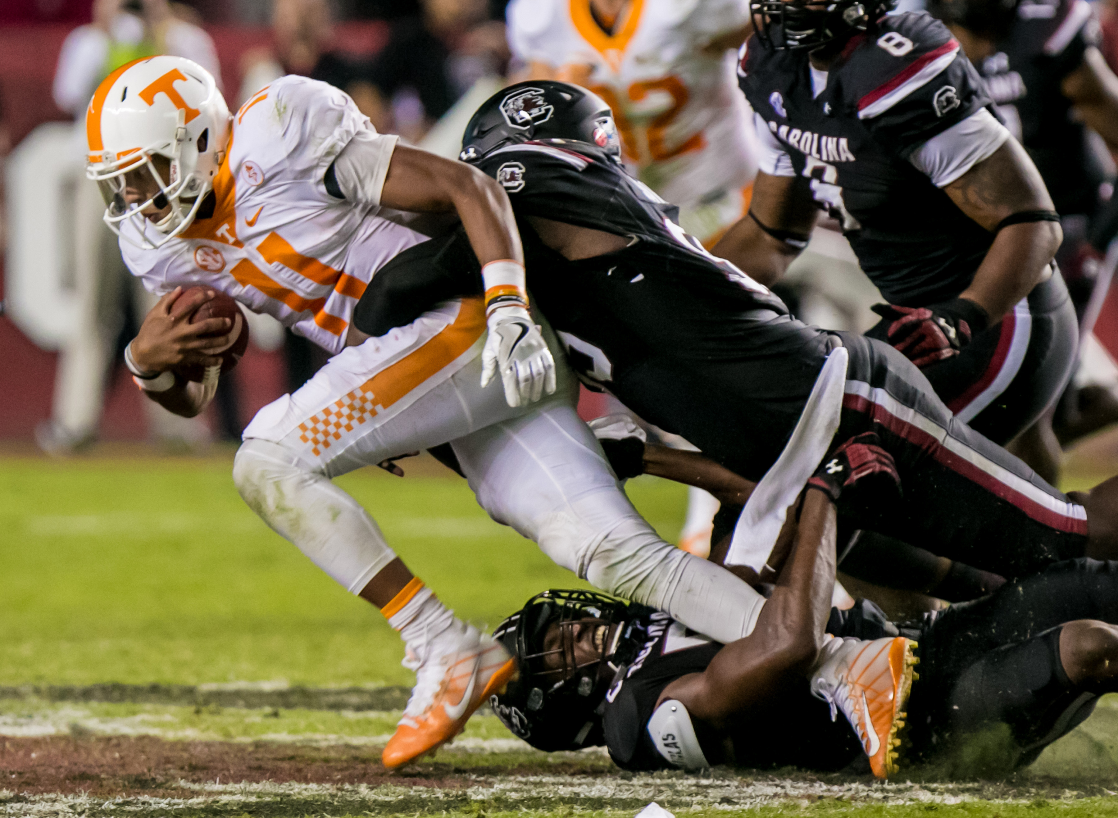 9641872-ncaa-football-tennessee-at-south-carolina