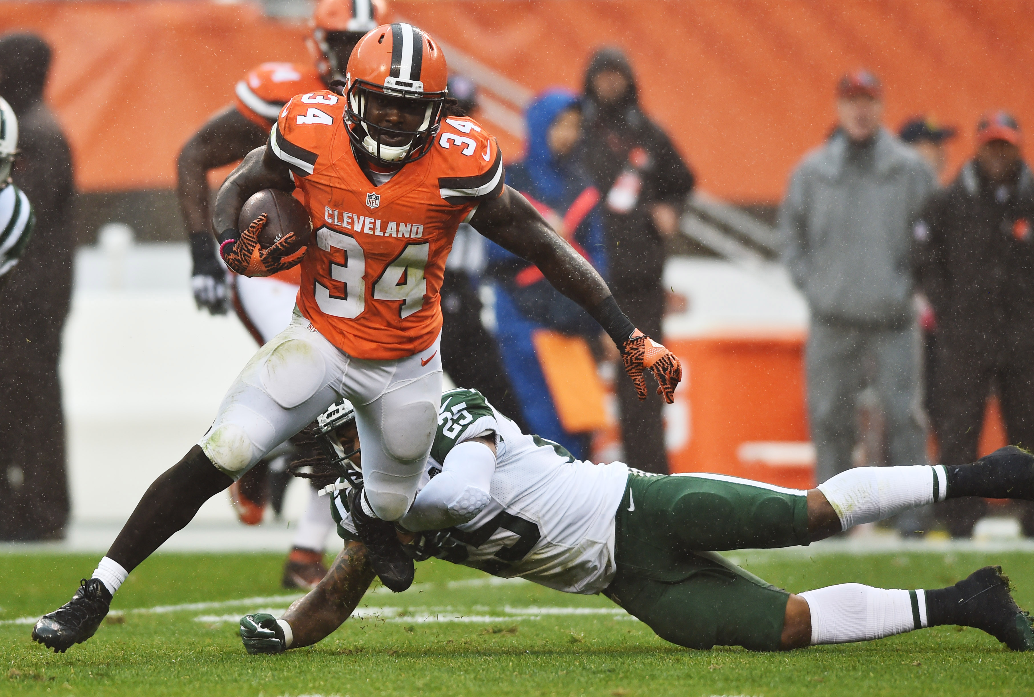 Cleveland Browns: Waiting on Isaiah Crowell to sign contract tender