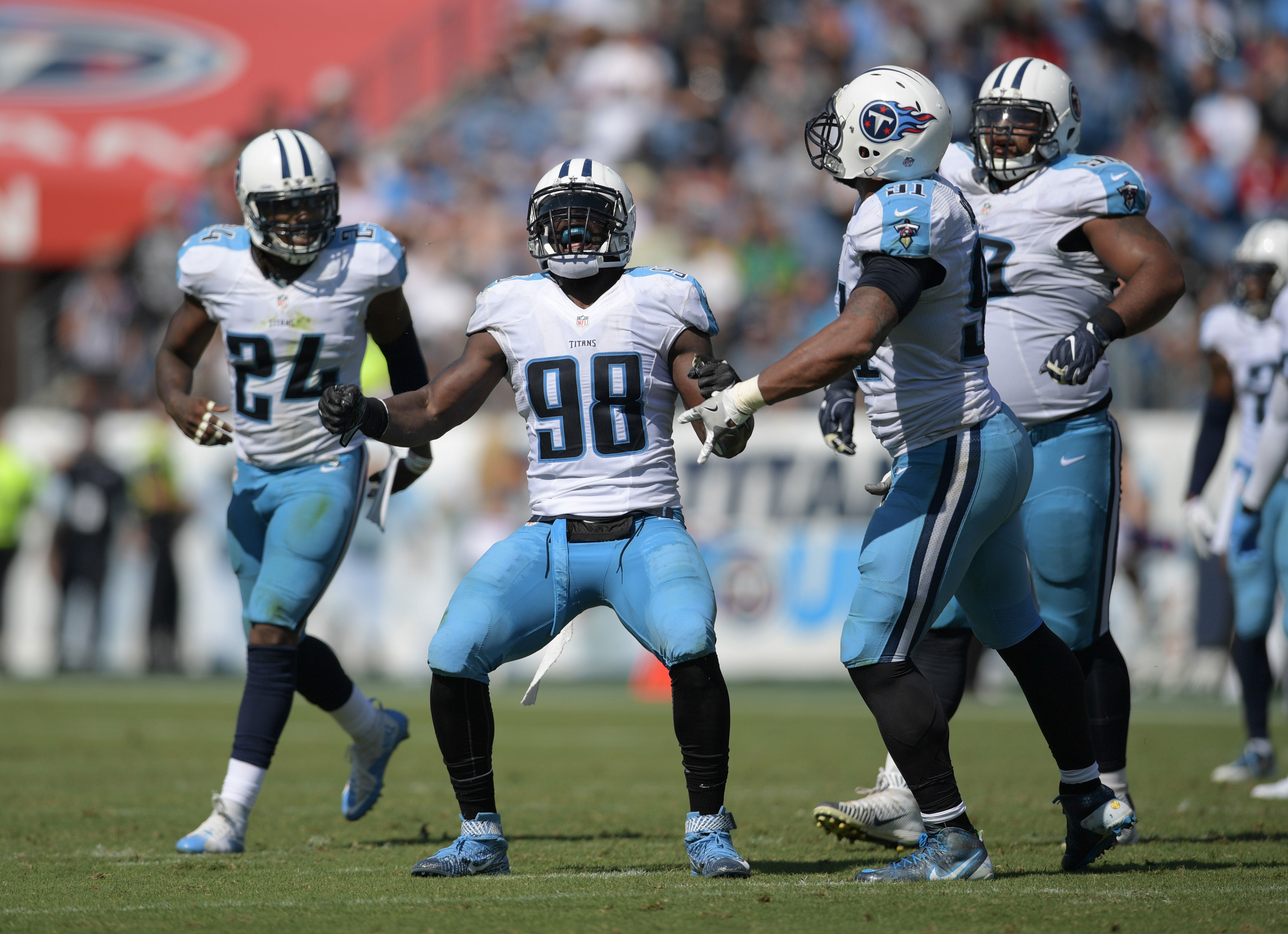 9645790-nfl-oakland-raiders-at-tennessee-titans