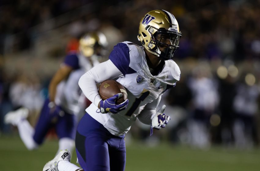 Nov 5, 2016; Berkeley, CA, USA; Washington Huskies wide receiver John Ross (1) scores a touchdown against the California Golden Bears during the first quarter at Memorial Stadium. Mandatory Credit: Kelley L Cox-USA TODAY Sports