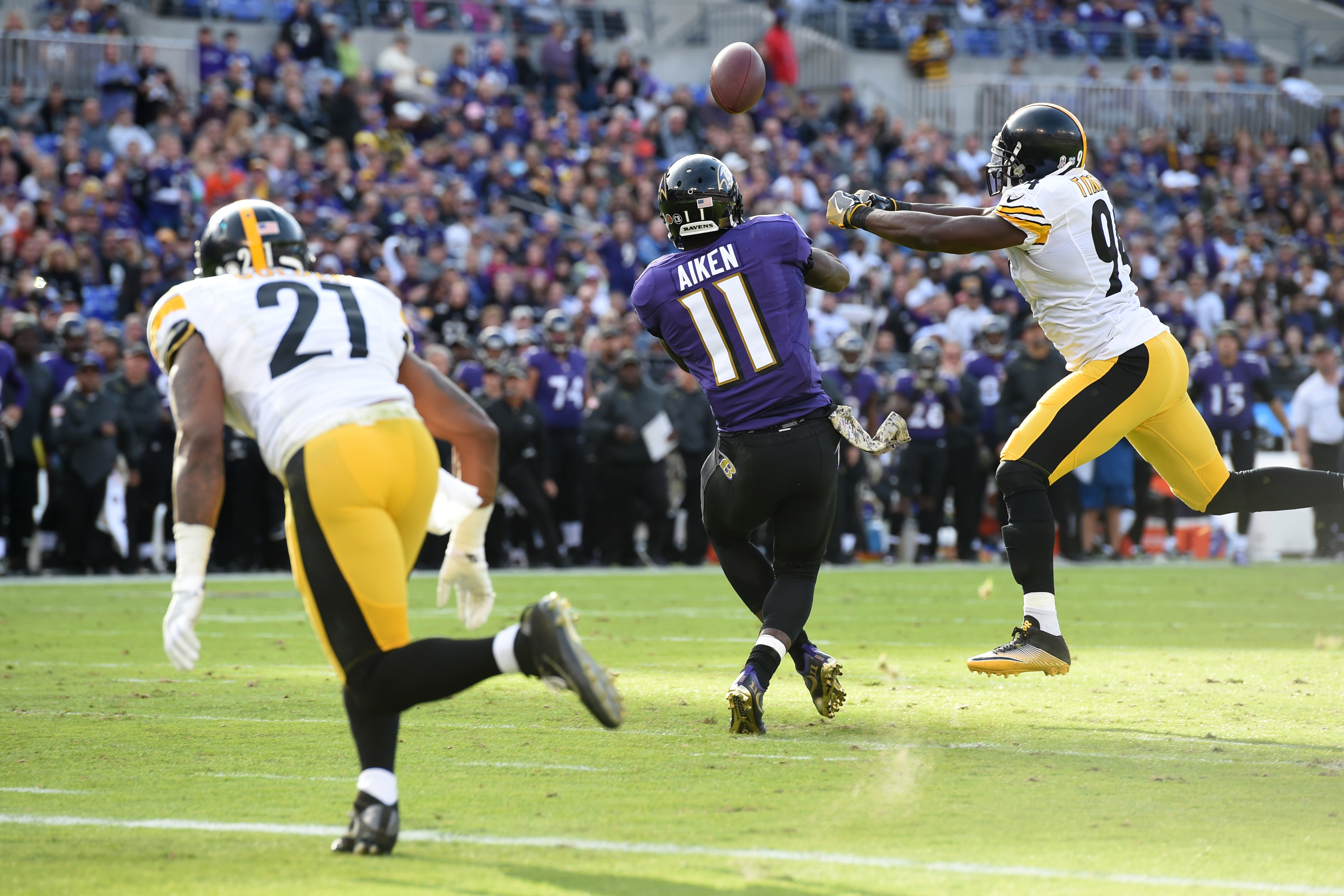 9658551-nfl-pittsburgh-steelers-at-baltimore-ravens