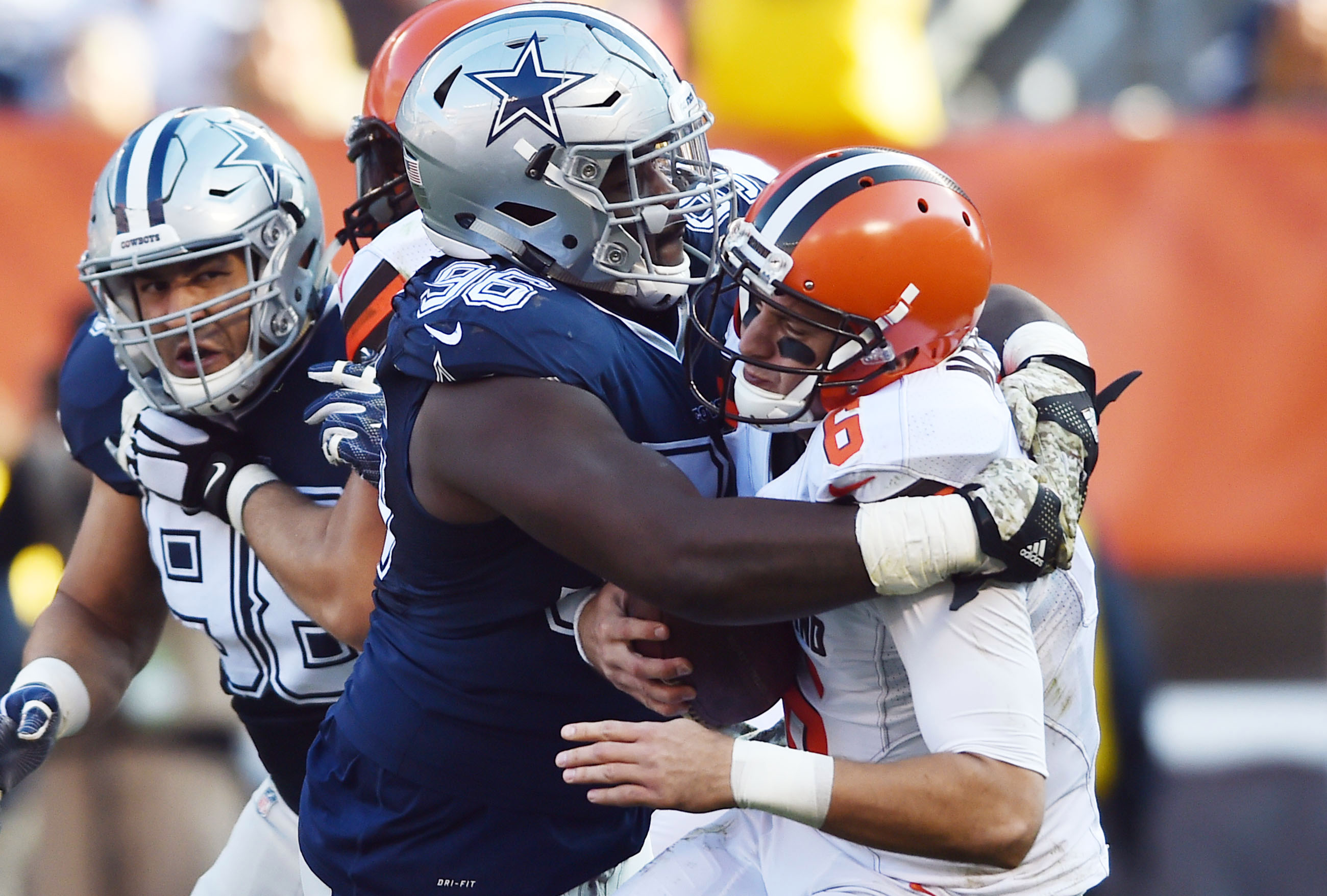 9658835-nfl-dallas-cowboys-at-cleveland-browns