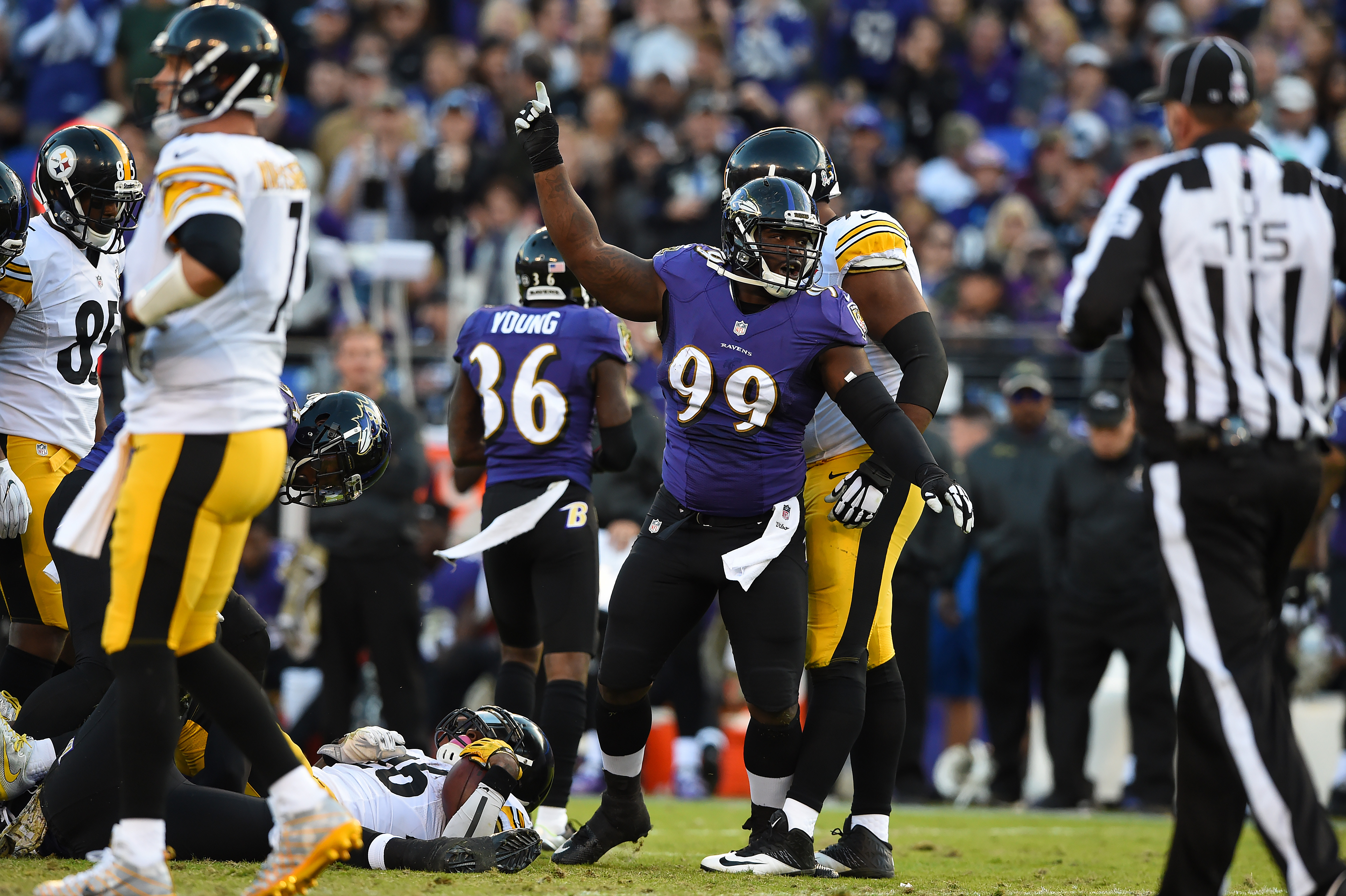 9659034-nfl-pittsburgh-steelers-at-baltimore-ravens