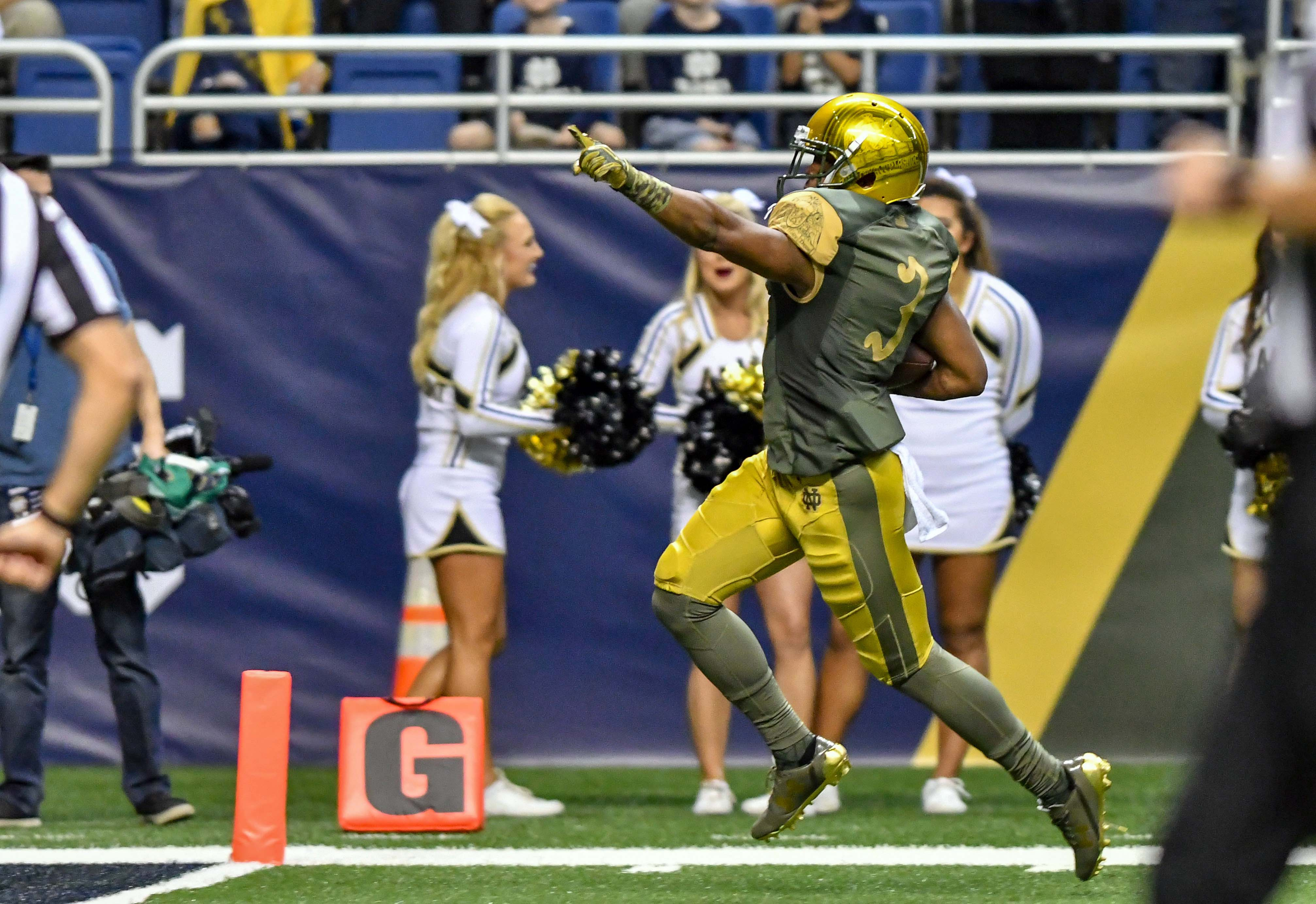 9671464-ncaa-football-notre-dame-vs-army
