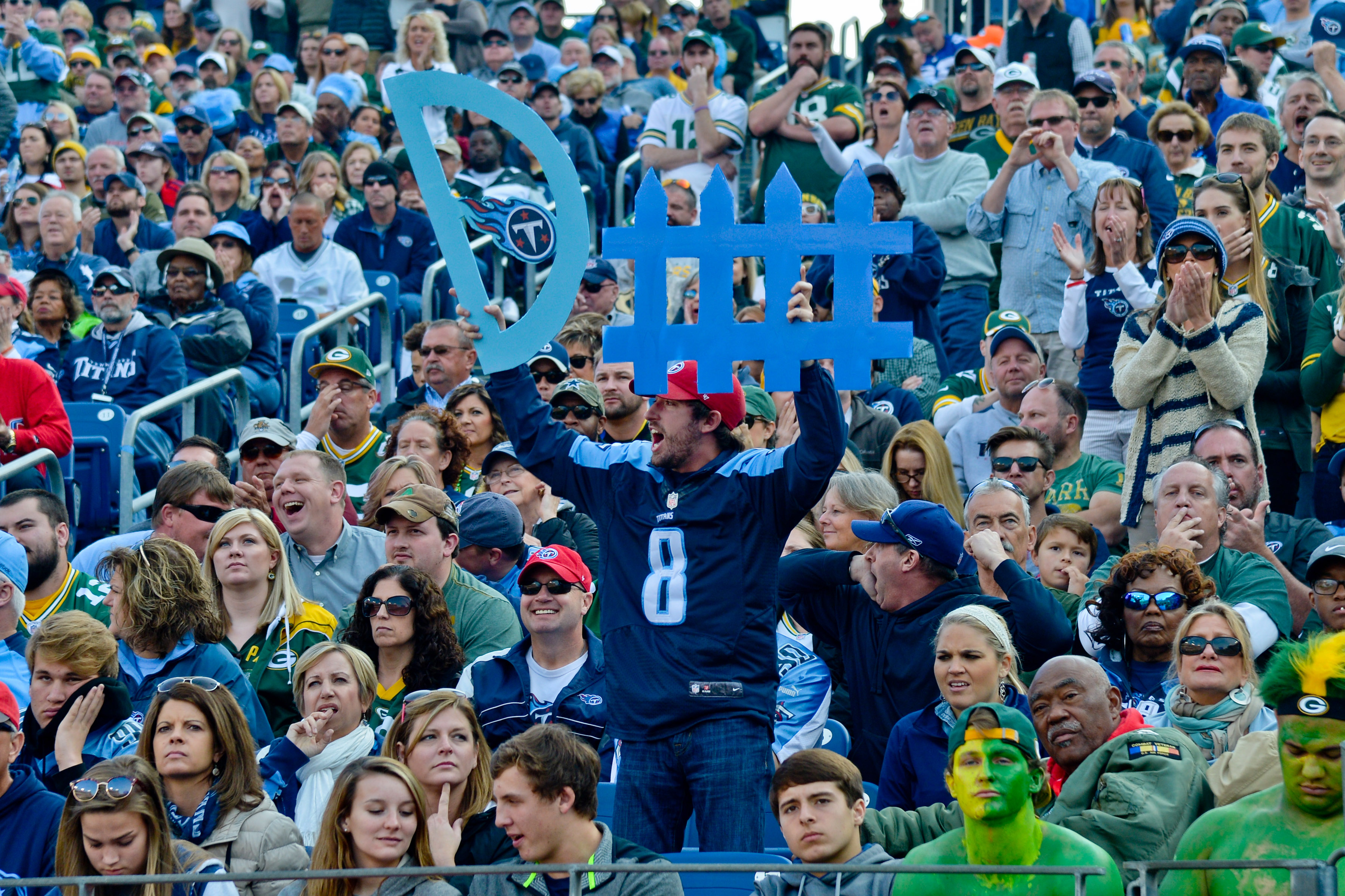 9675131-nfl-green-bay-packers-at-tennessee-titans