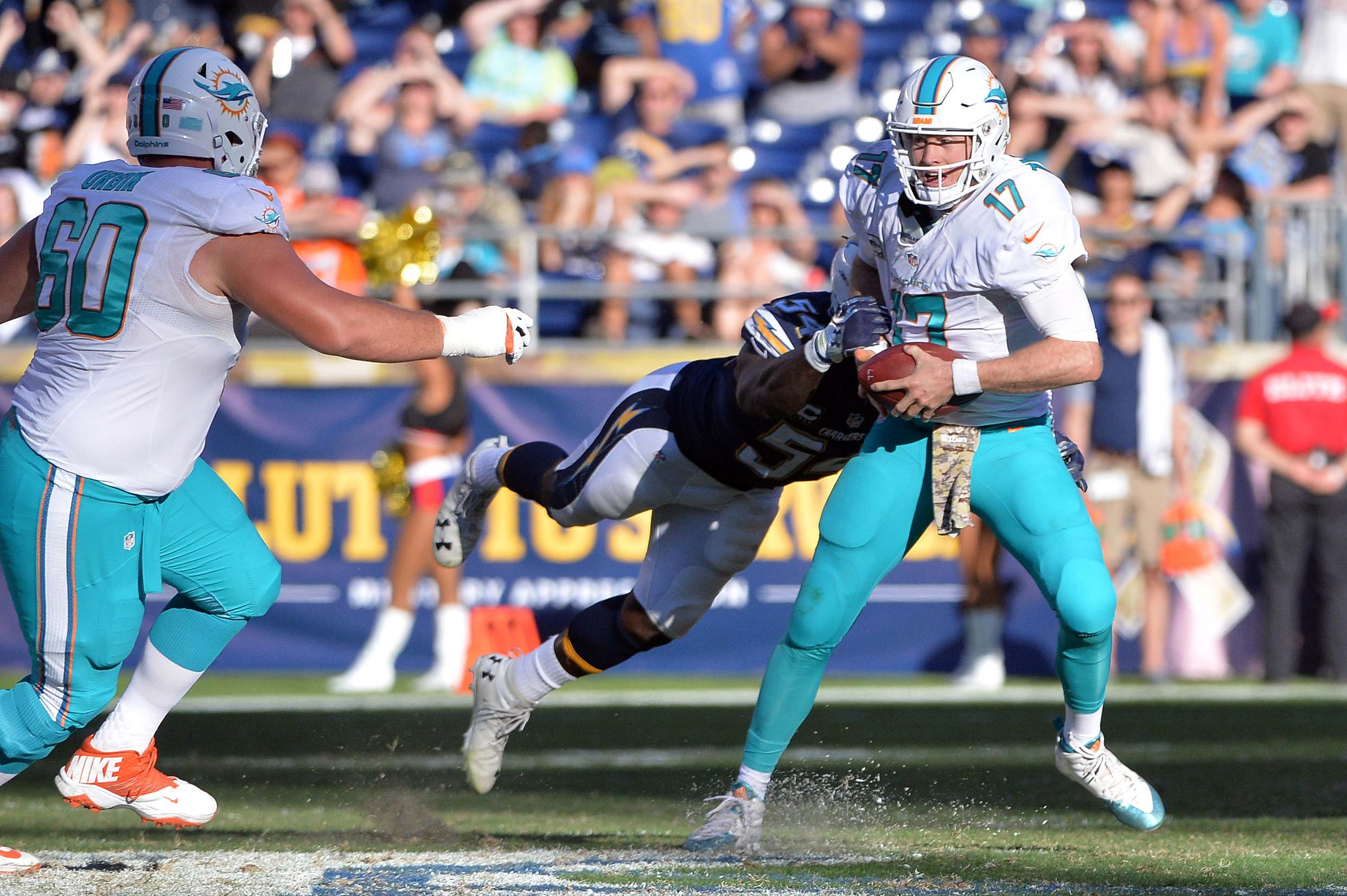 9675598-nfl-miami-dolphins-at-san-diego-chargers