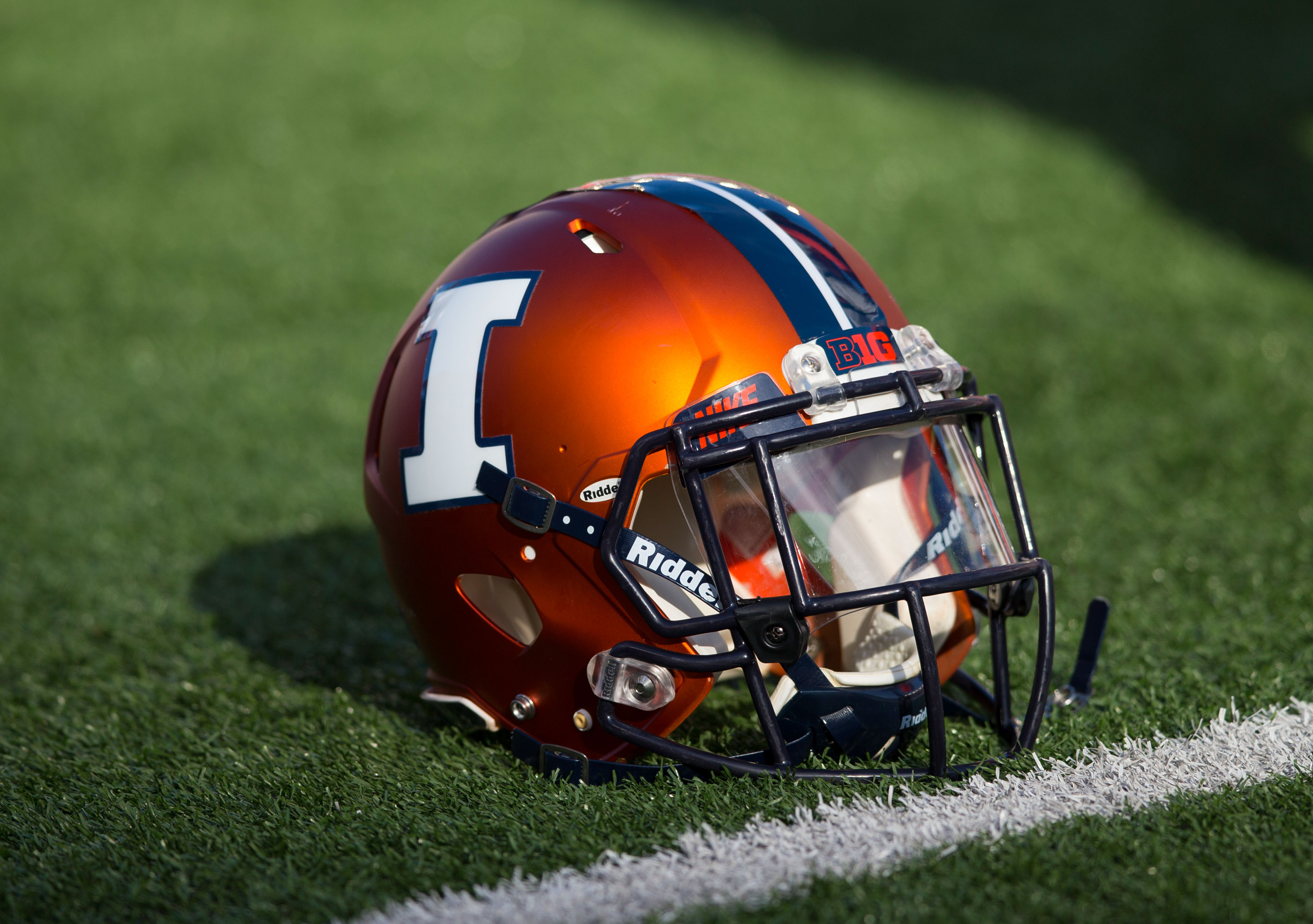 9681455-ncaa-football-illinois-at-wisconsin