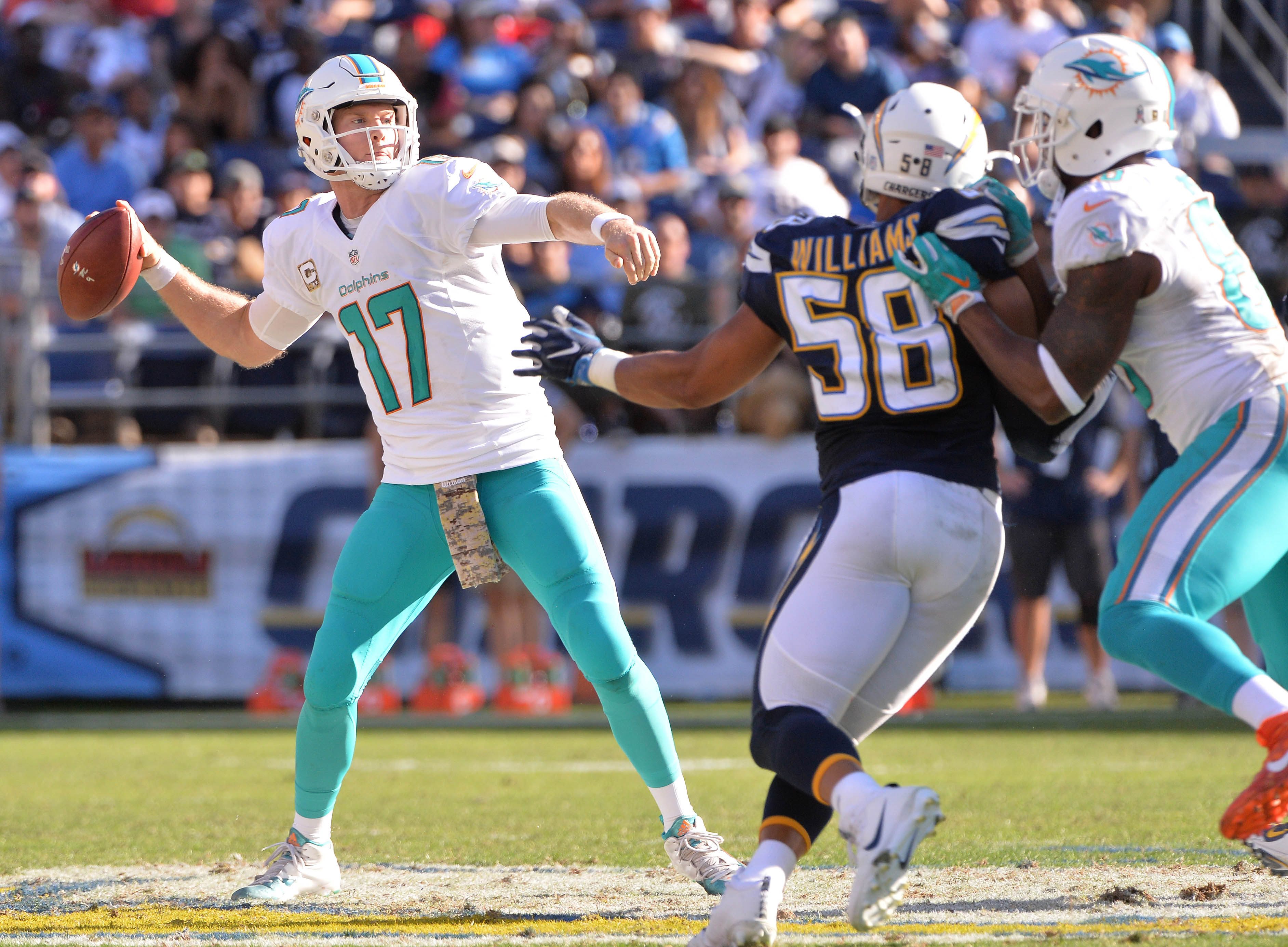 9683464-nfl-miami-dolphins-at-san-diego-chargers