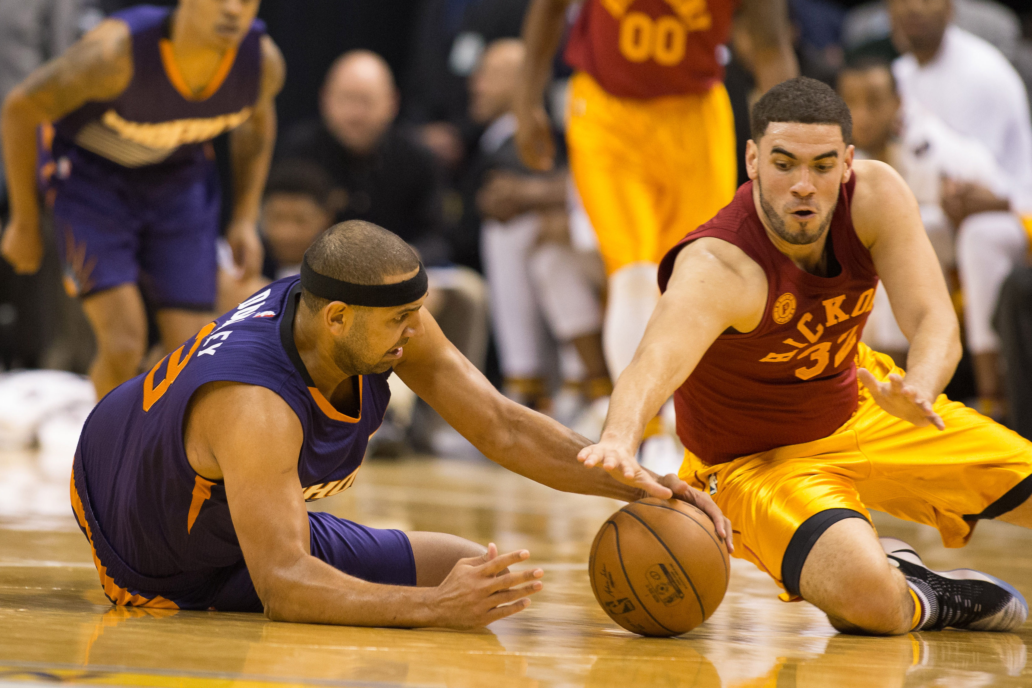 9687066-nba-phoenix-suns-at-indiana-pacers
