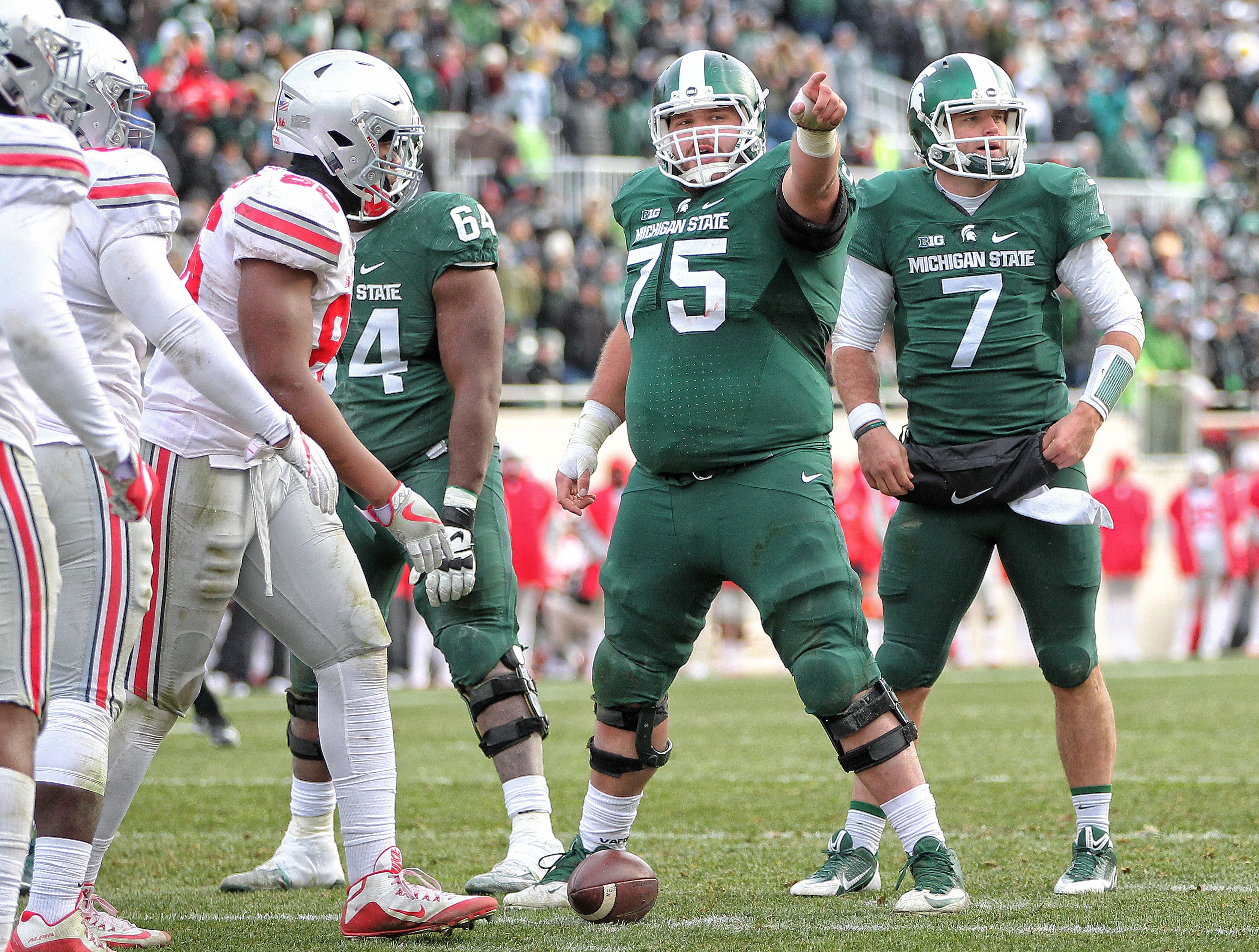 9689754-ncaa-football-ohio-state-at-michigan-state