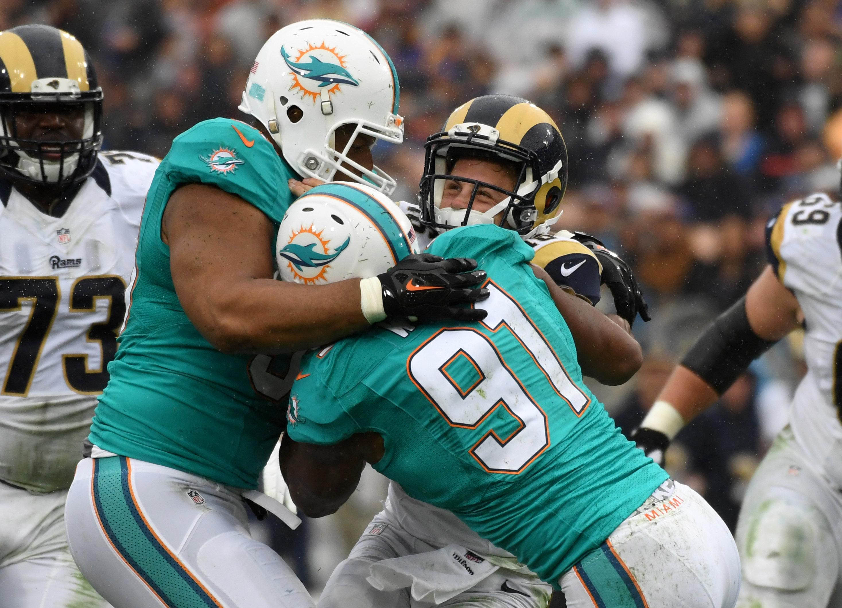 9694137-nfl-miami-dolphins-at-los-angeles-rams